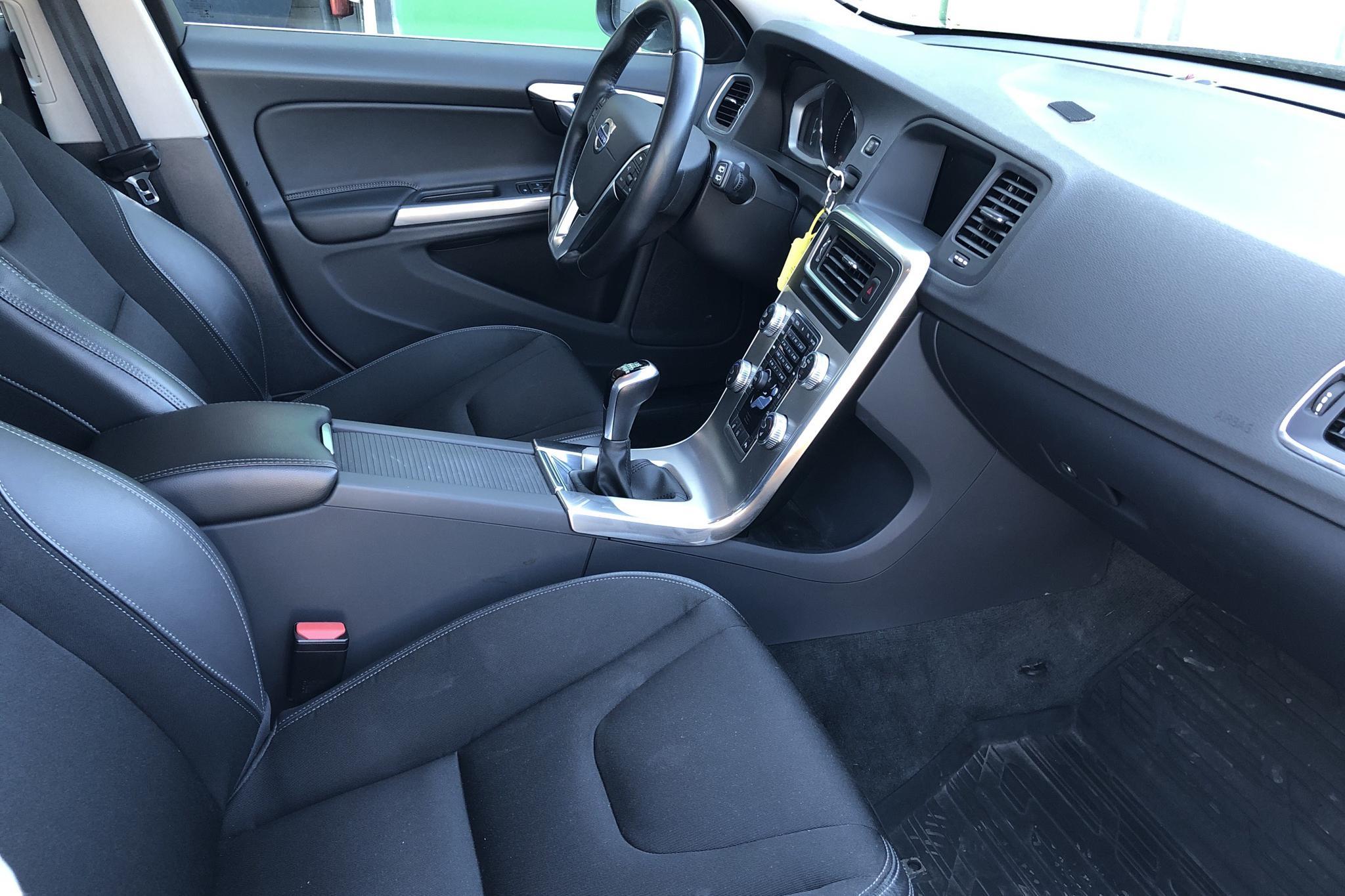Volvo V60 D4 (190hk) - 6 236 mil - Manuell - vit - 2018