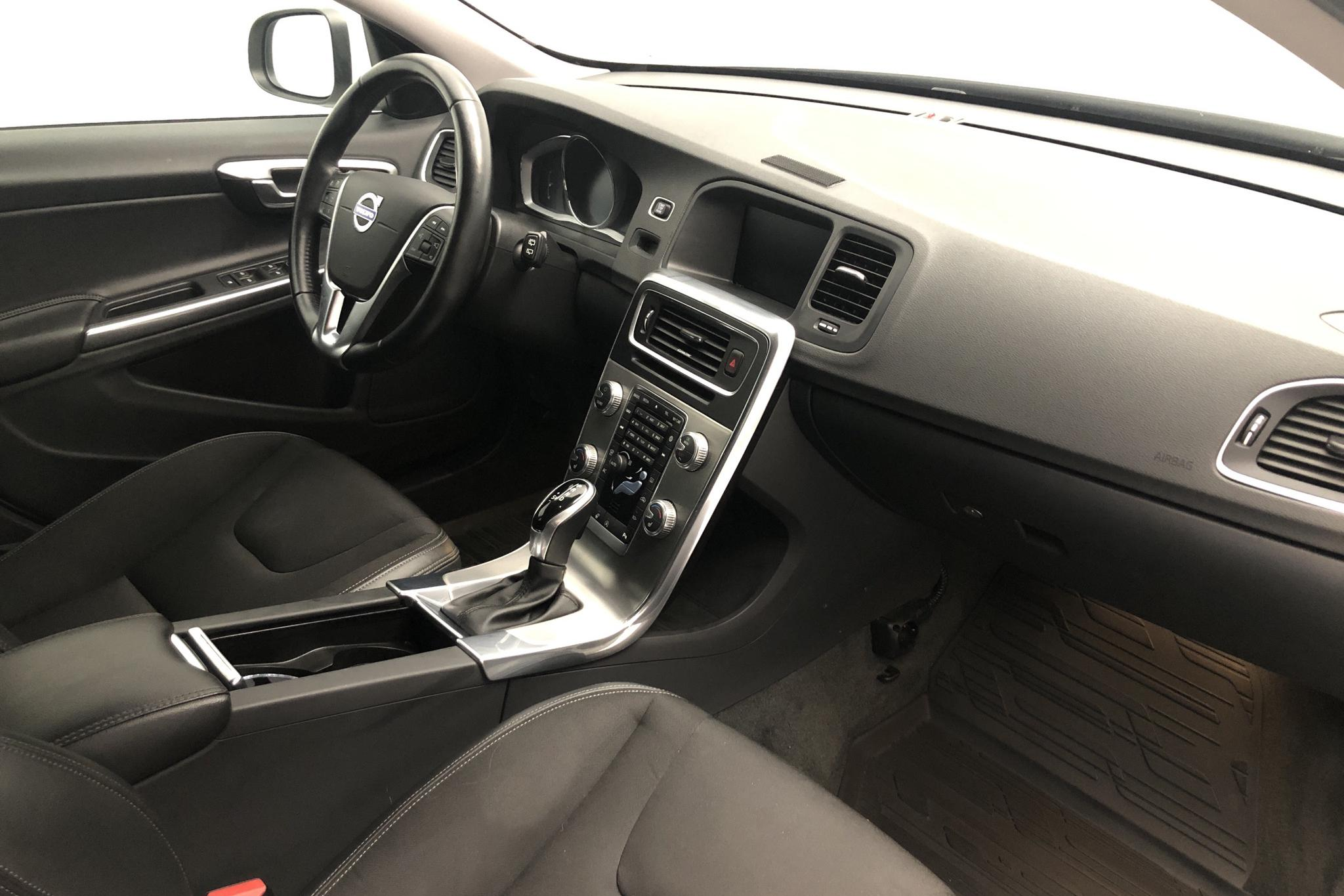 Volvo V60 D4 (190hk) - 106 820 km - Automatic - white - 2018