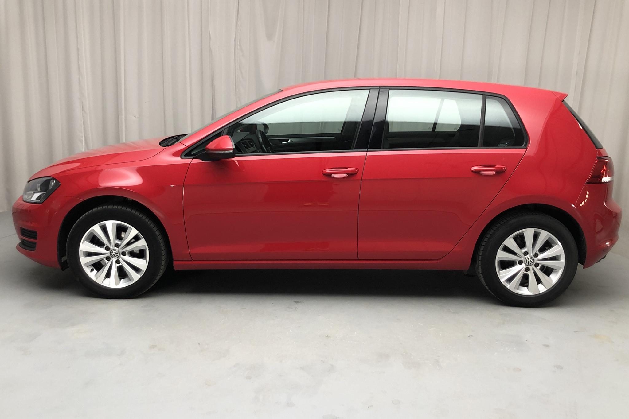 VW Golf VII 1.2 TSI 5dr (105hk) - 104 180 km - Manual - red - 2015