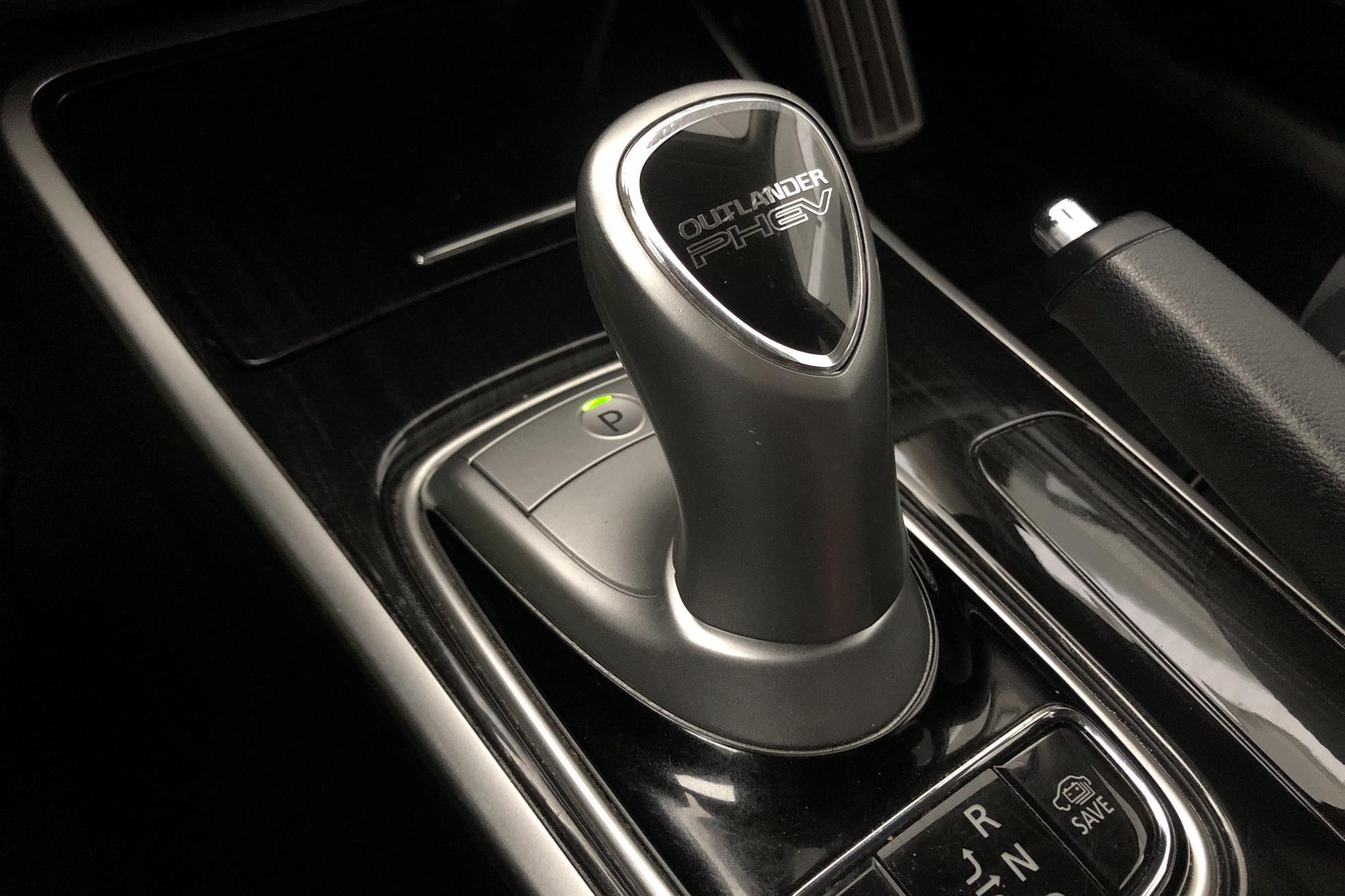 Mitsubishi Outlander 2.0 Plug-in Hybrid 4WD (121hk) - 91 600 km - Automatic - black - 2016
