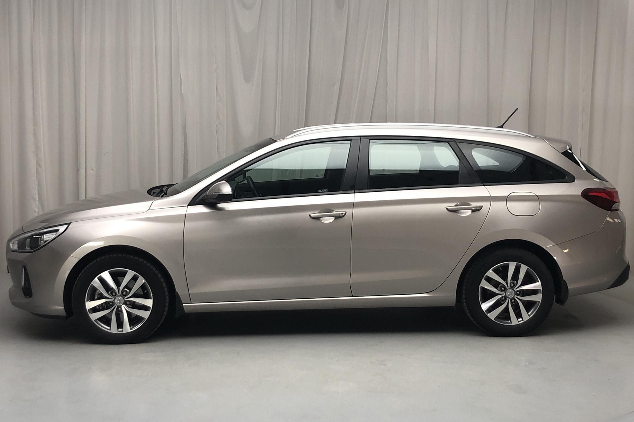 Hyundai i30 1.6 D Kombi (110hk) - 3 111 mil - Automat - Light Brown - 2018