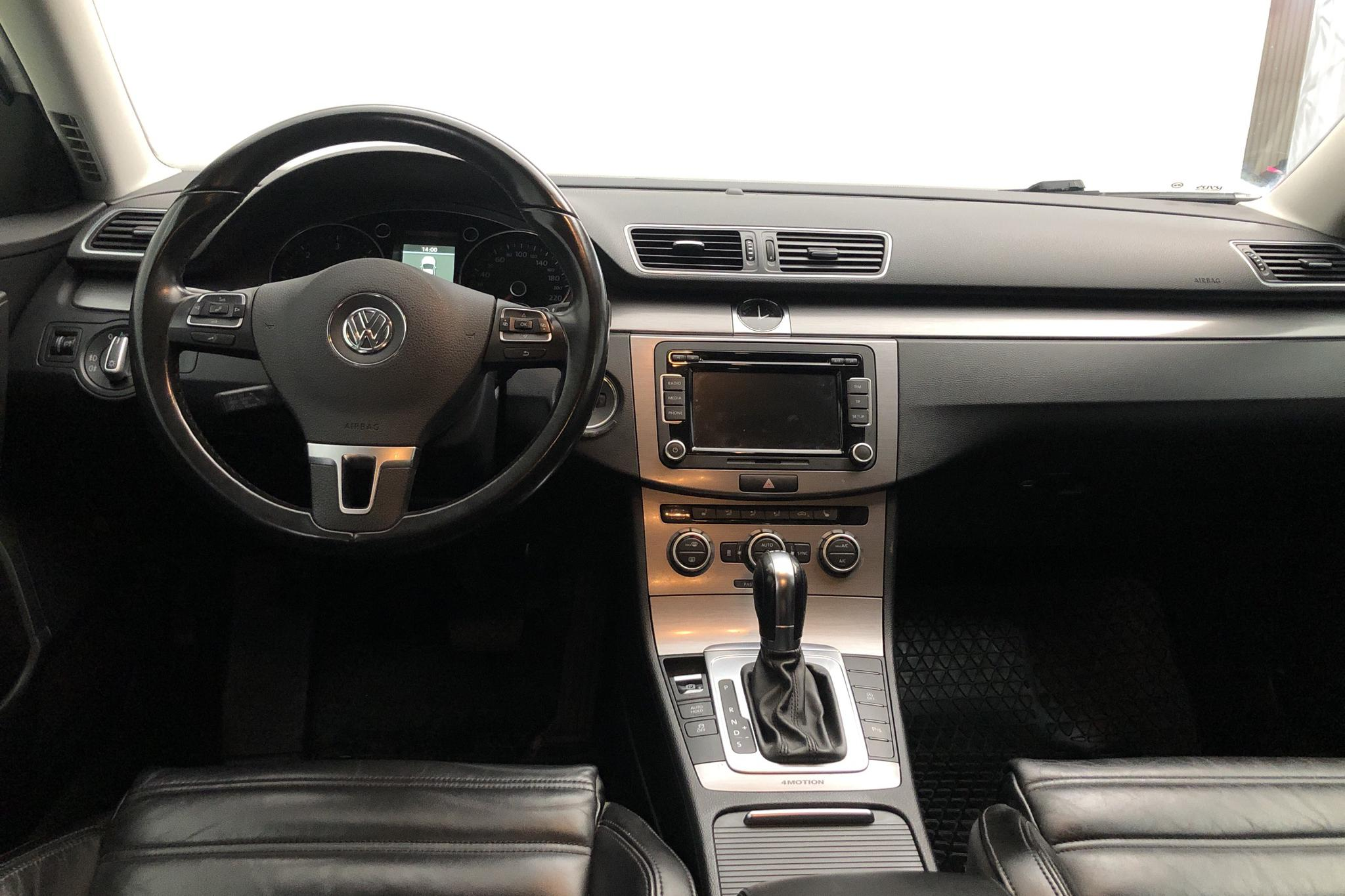 VW Passat 2.0 TDI BlueMotion Technology Variant 4Motion (170hk) - 209 750 km - Automatic - white - 2013