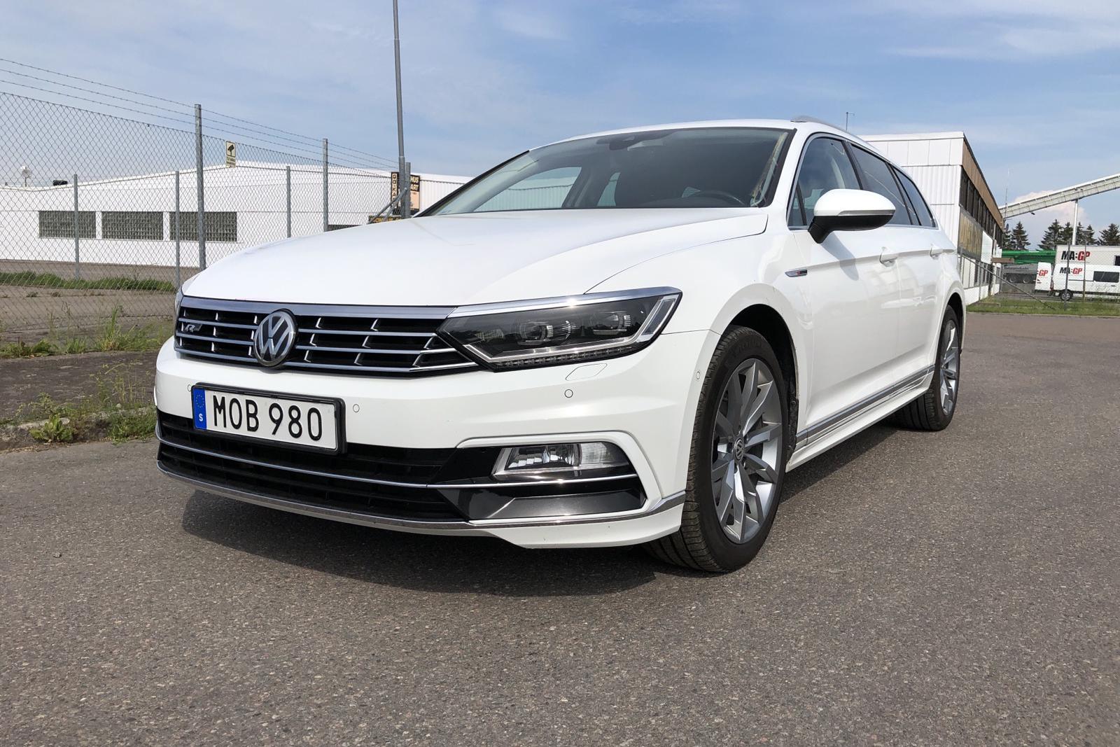 VW Passat 2.0 TDI Sportscombi 4MOTION (190hk) - 10 396 mil - Automat - vit - 2018