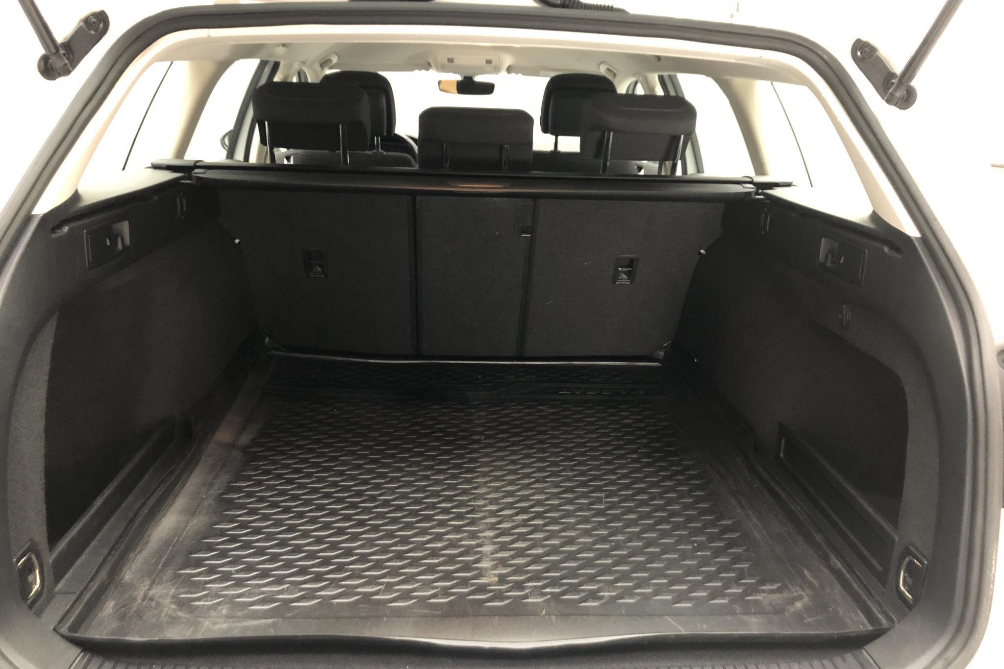 VW Passat 1.4 TSI Sportscombi (150hk) - 4 509 mil - Manuell - vit - 2018