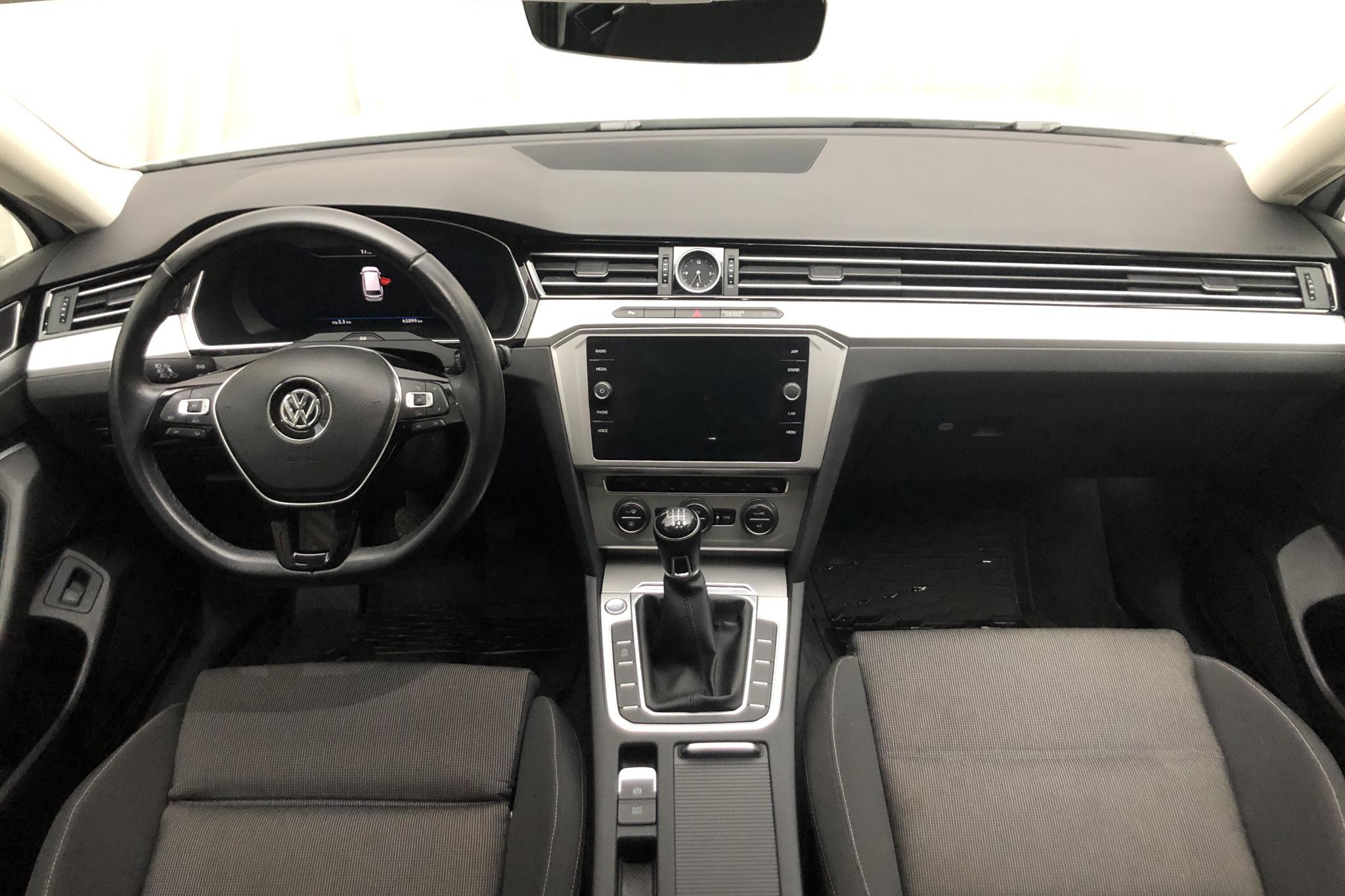VW Passat 1.4 TSI Sportscombi (150hk) - 45 090 km - Manual - white - 2018