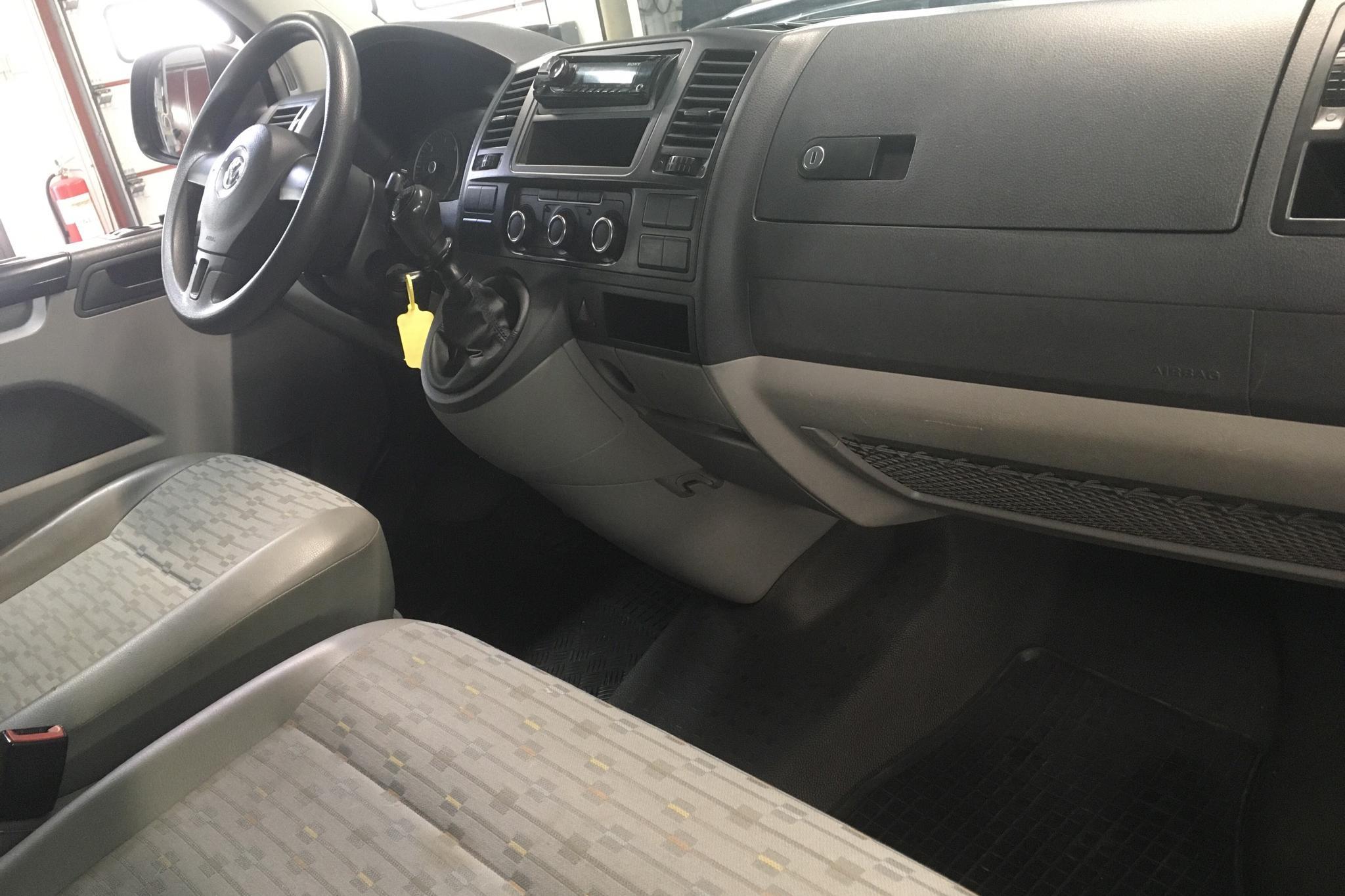 VW Transporter T5 2.0 TDI (114hk) - 11 606 mil - Manuell - vit - 2012