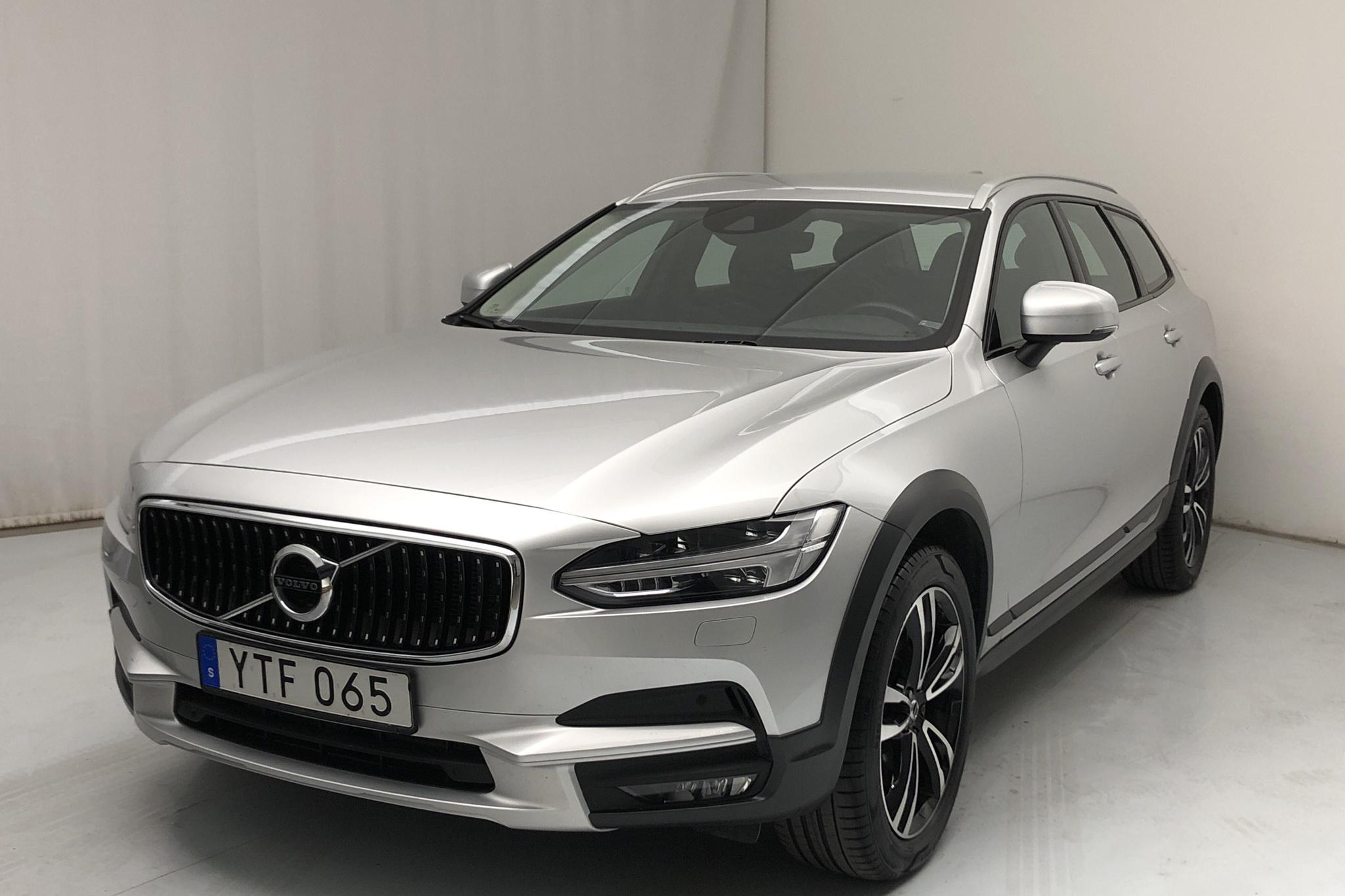 Volvo V90 T5 Cross Country AWD (254hk) - 62 270 km - Automatic - silver - 2018