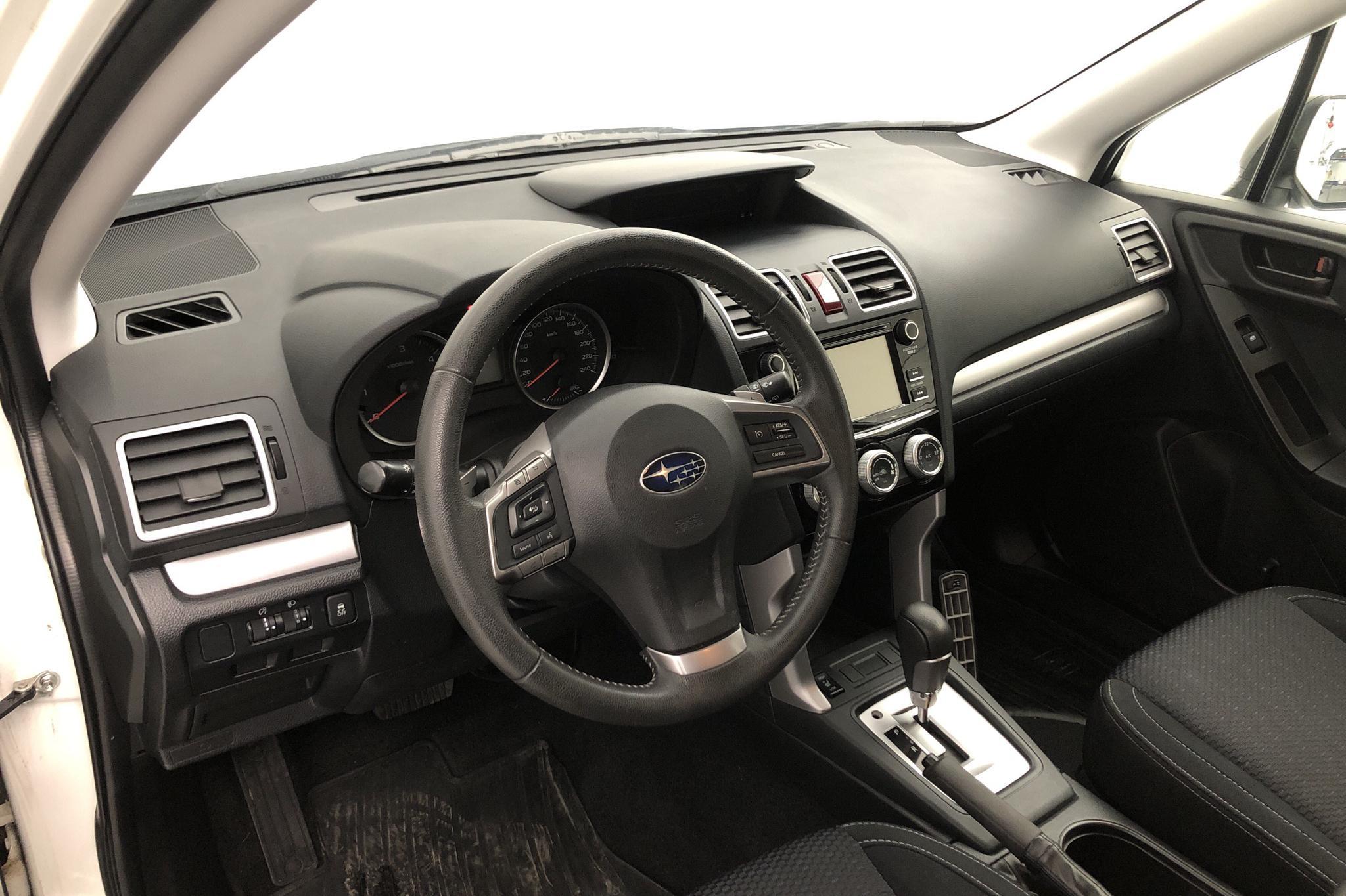 Subaru Forester 2.0D (147hk) - 34 990 km - Automatic - white - 2015