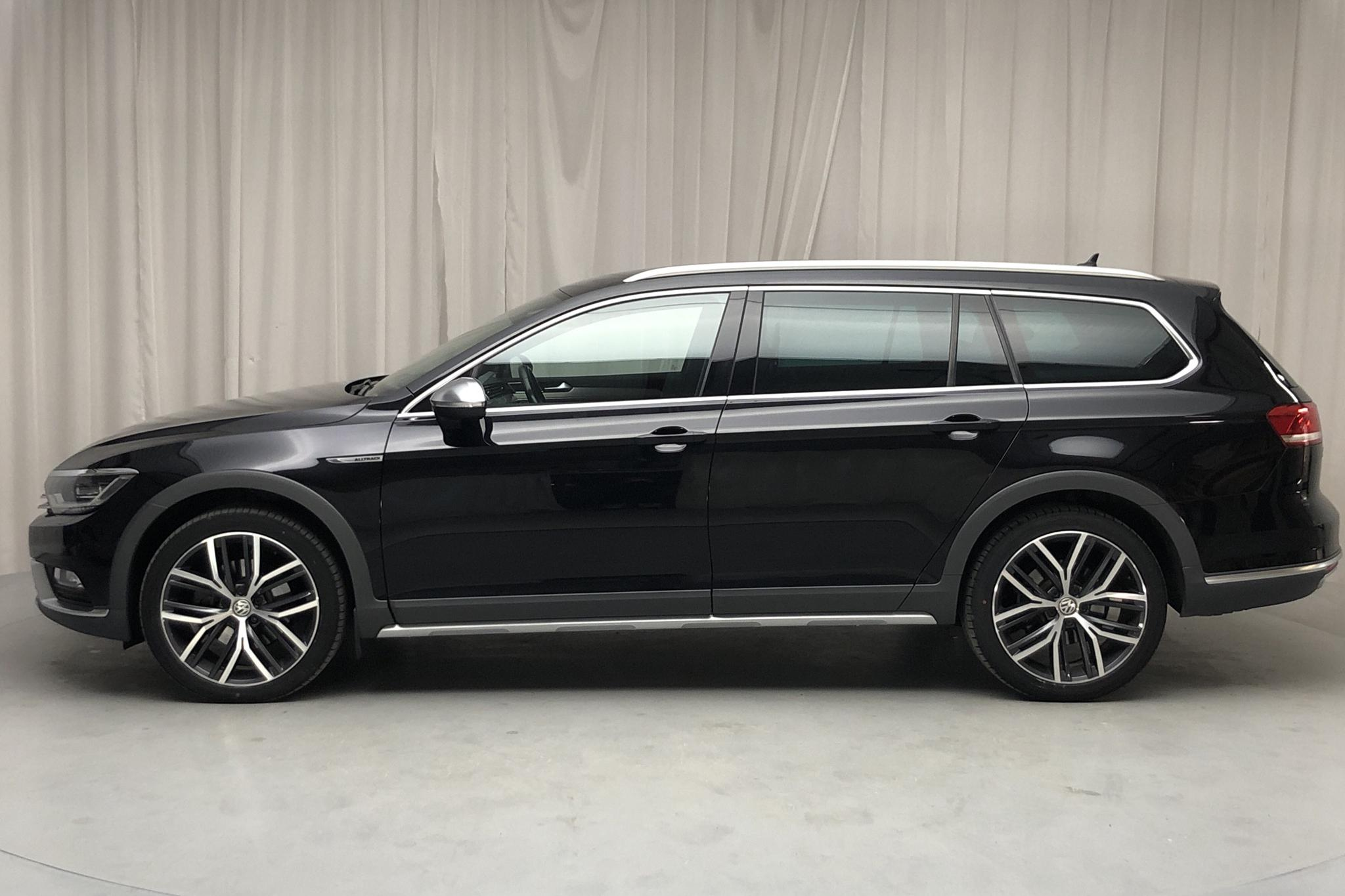 VW Passat Alltrack 2.0 TDI Sportscombi 4MOTION (190hk) - 14 752 mil - Automat - svart - 2018