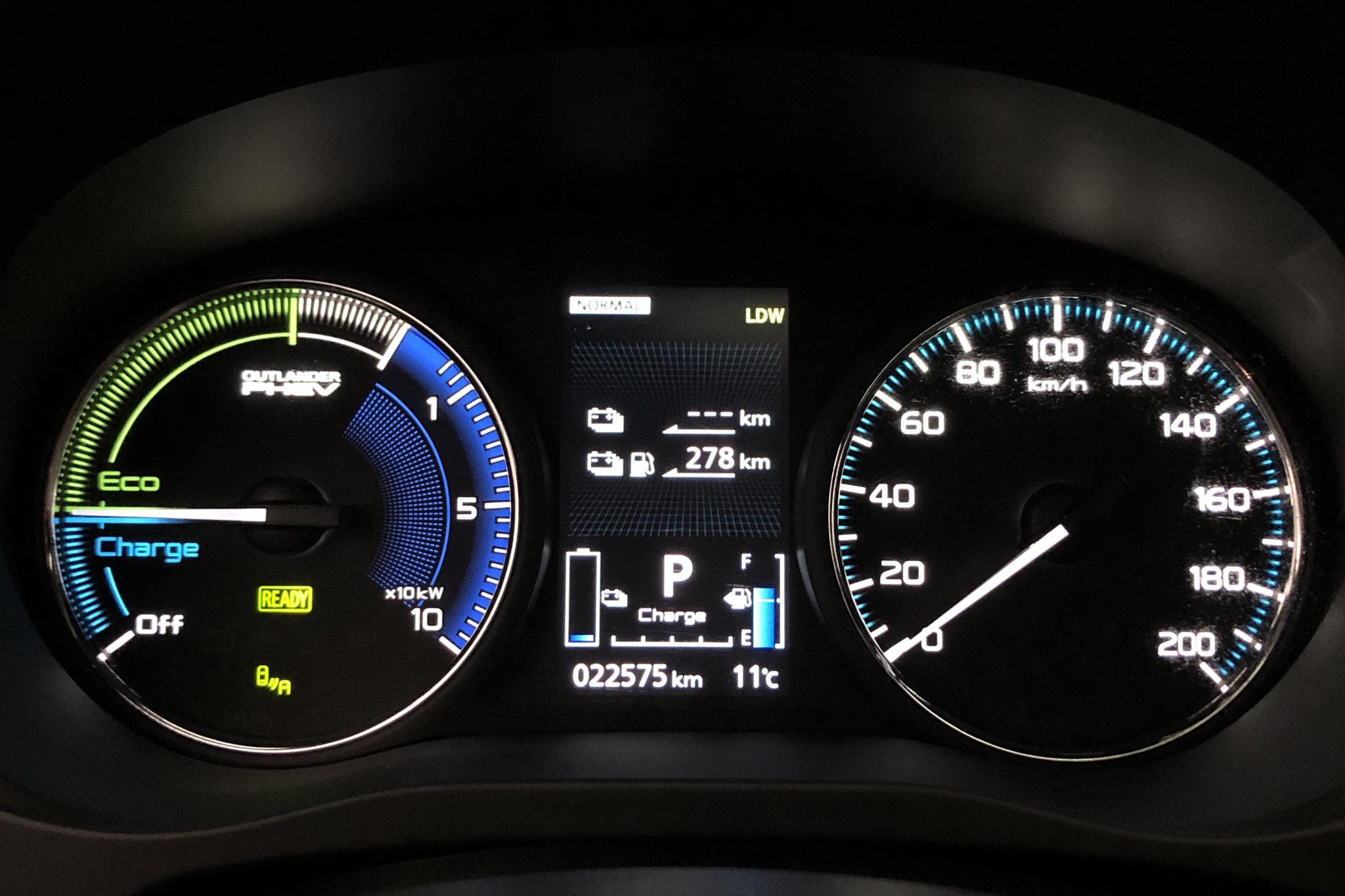 Mitsubishi Outlander 2.4 Plug-in Hybrid 4WD (136hk) - 22 570 km - Automatic - black - 2019