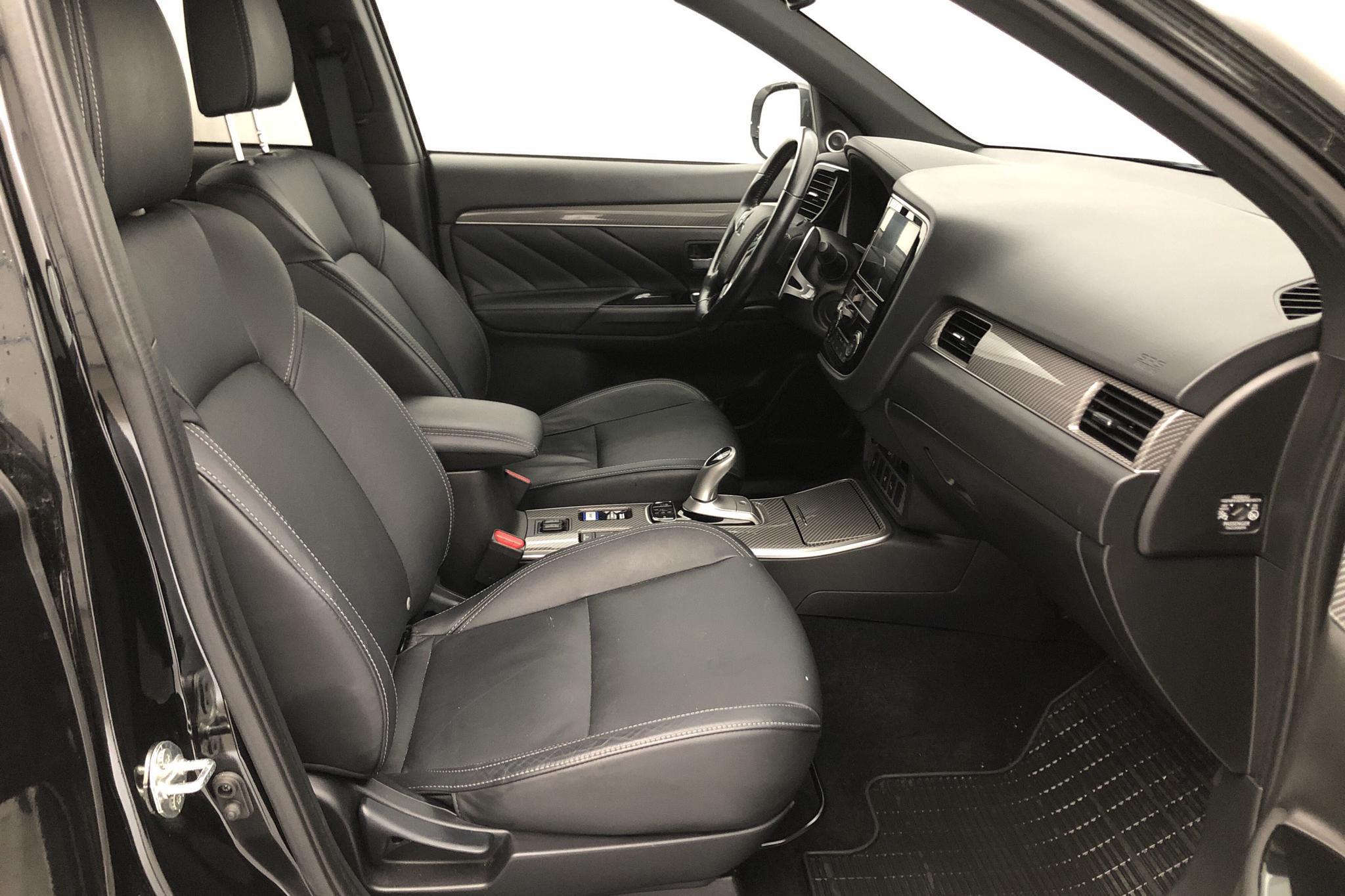 Mitsubishi Outlander 2.4 Plug-in Hybrid 4WD (136hk) - 6 287 mil - Automat - svart - 2019