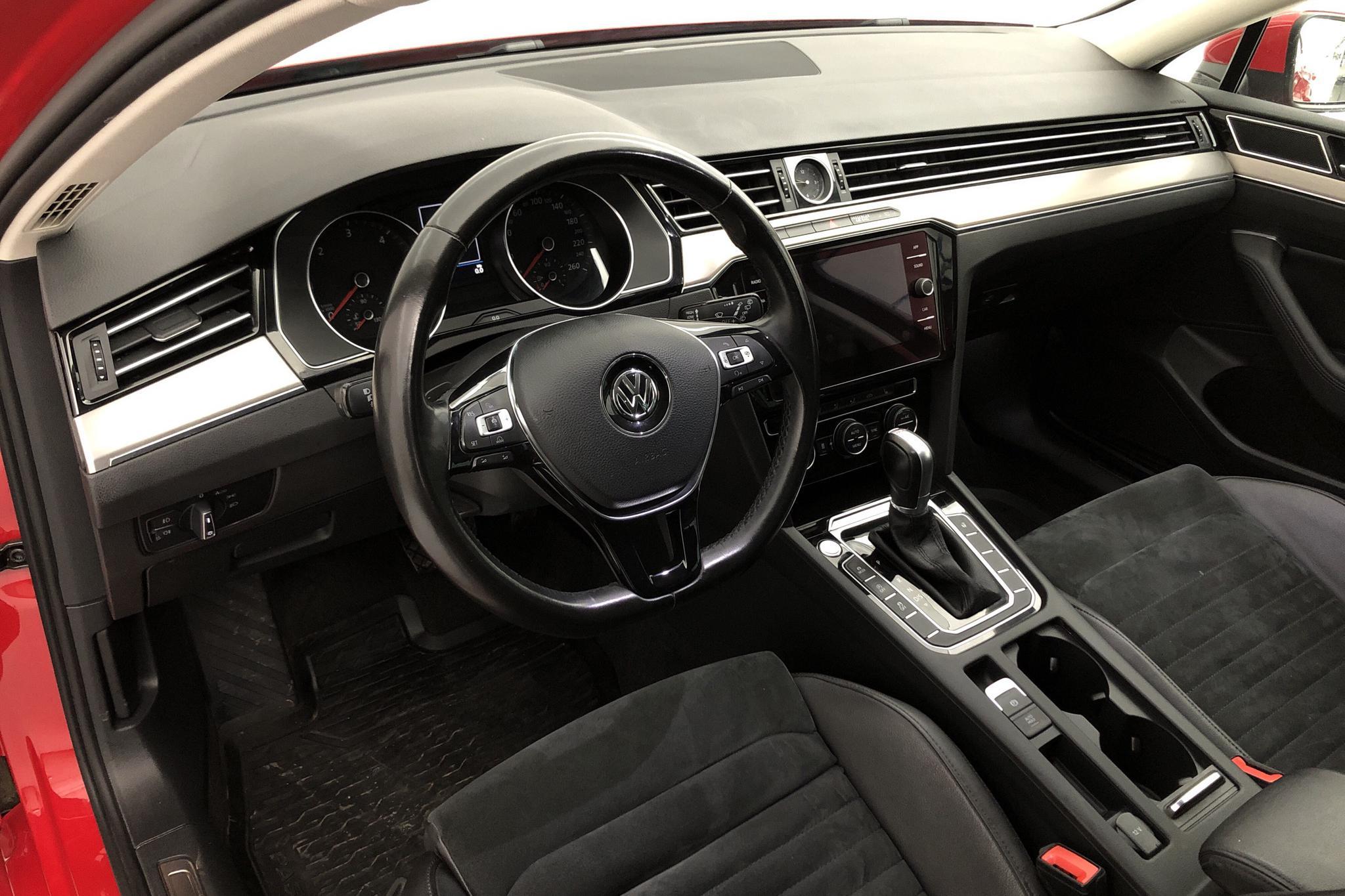 VW Passat 2.0 TDI Sportscombi (190hk) - 11 697 mil - Automat - röd - 2018