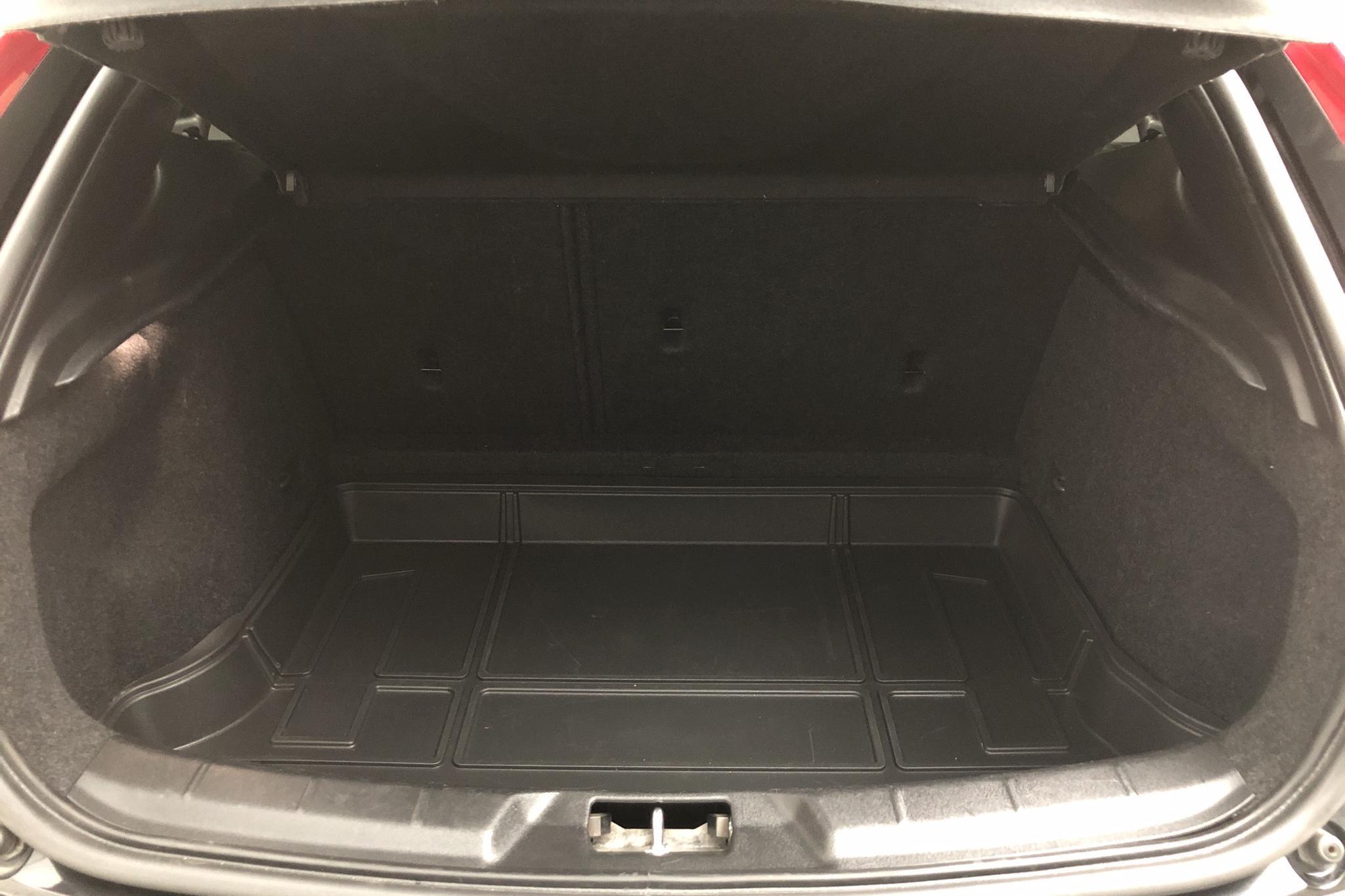 Volvo V40 D3 (150hk) - 174 600 km - Manual - black - 2015