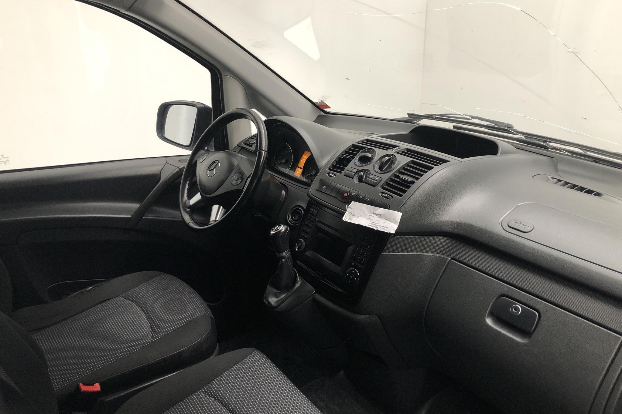 Mercedes Vito 116 CDI W639 (163hk) - 28 554 mil - Automat - orange - 2012