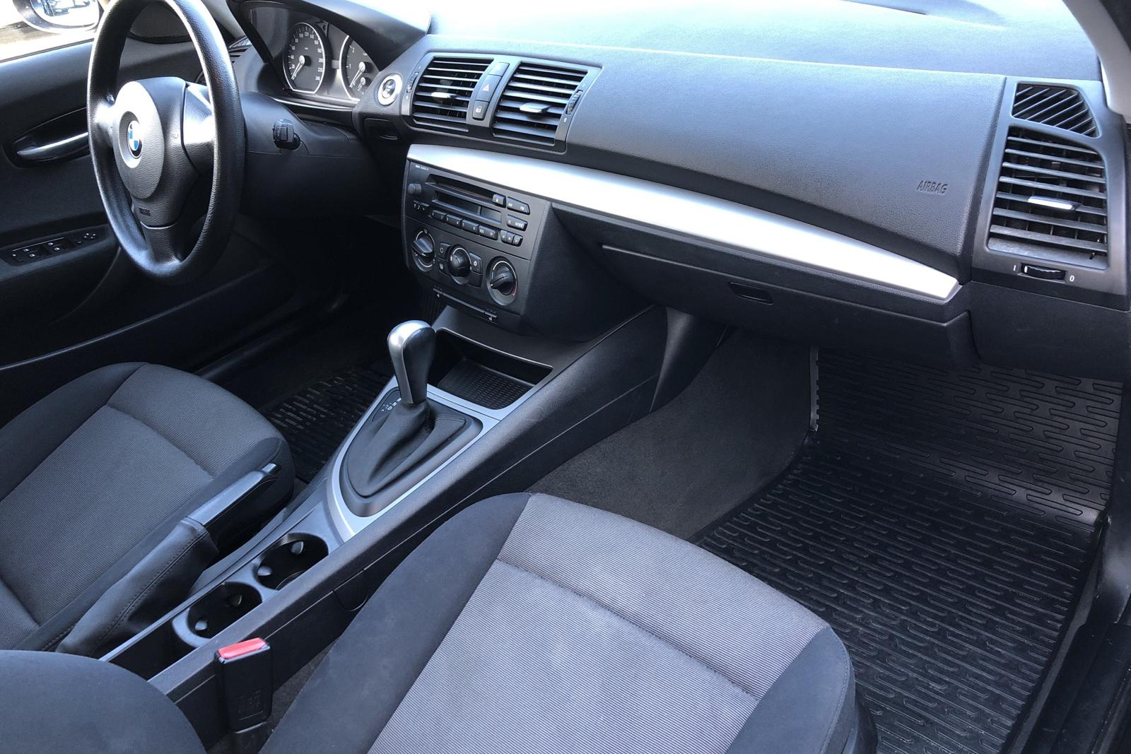 BMW 120i 5dr, E87 (150hk) - 11 853 mil - Automat - svart - 2006