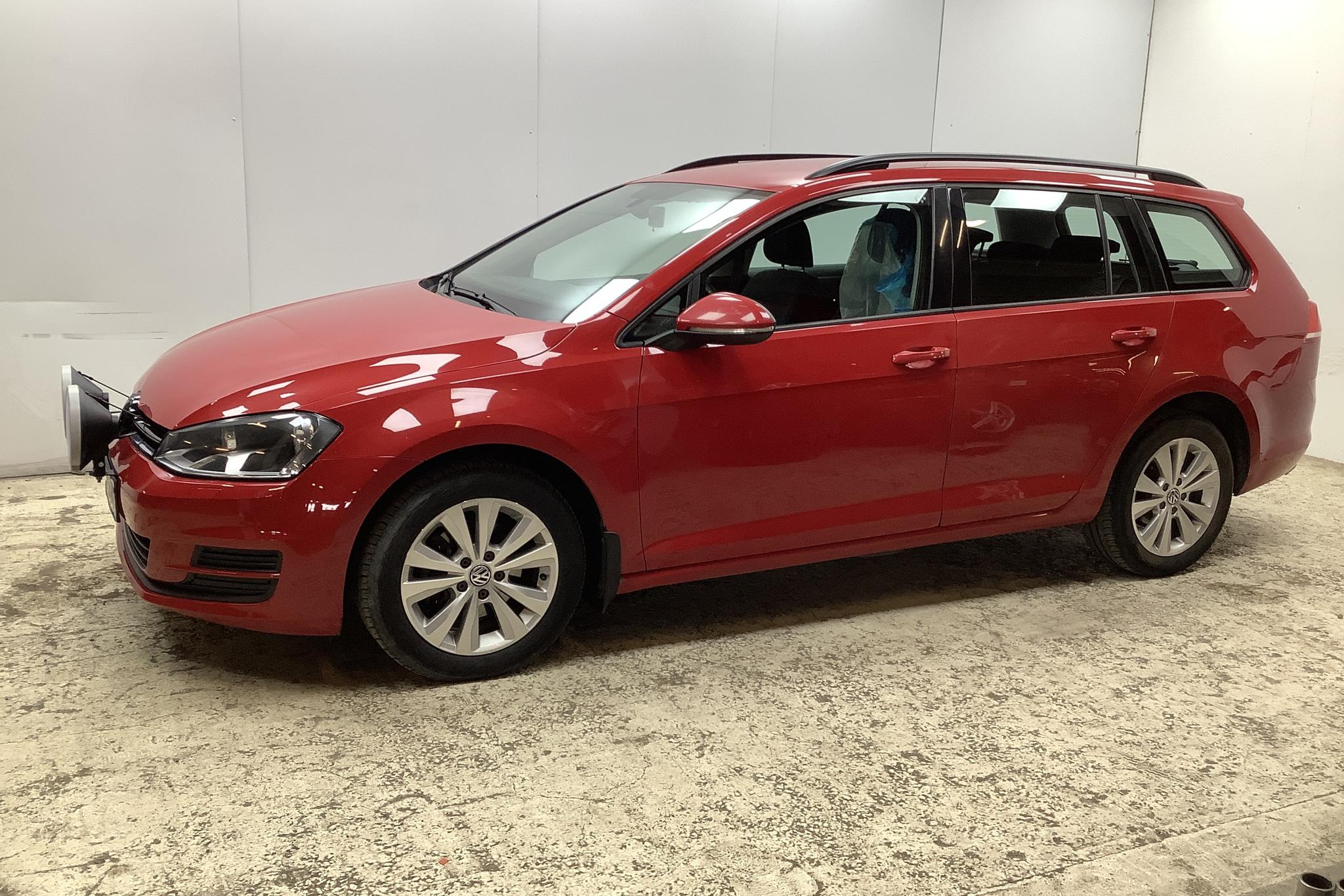 VW Golf VII 1.6 TDI BlueMotion Technology Sportscombi 4Motion (105hk) - 21 212 mil - Manuell - röd - 2014
