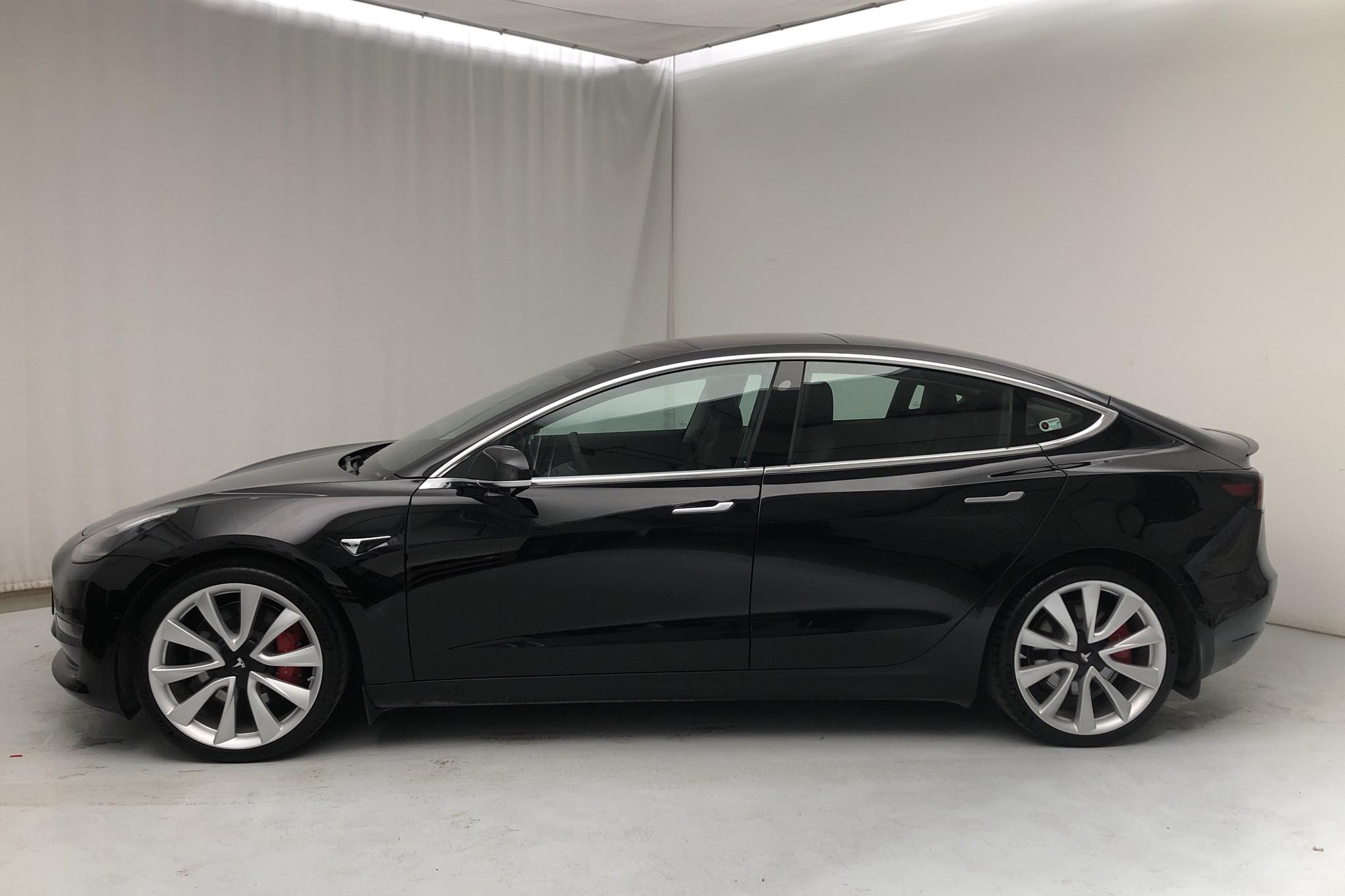 Tesla Model 3 Performance AWD - 2 965 mil - Automat - svart - 2019