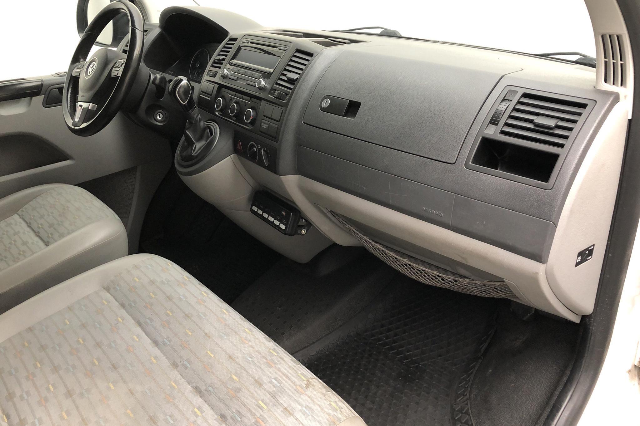 VW Transporter T5 2.0 TDI 4MOTION (180hk) - 10 461 mil - Automat - vit - 2013
