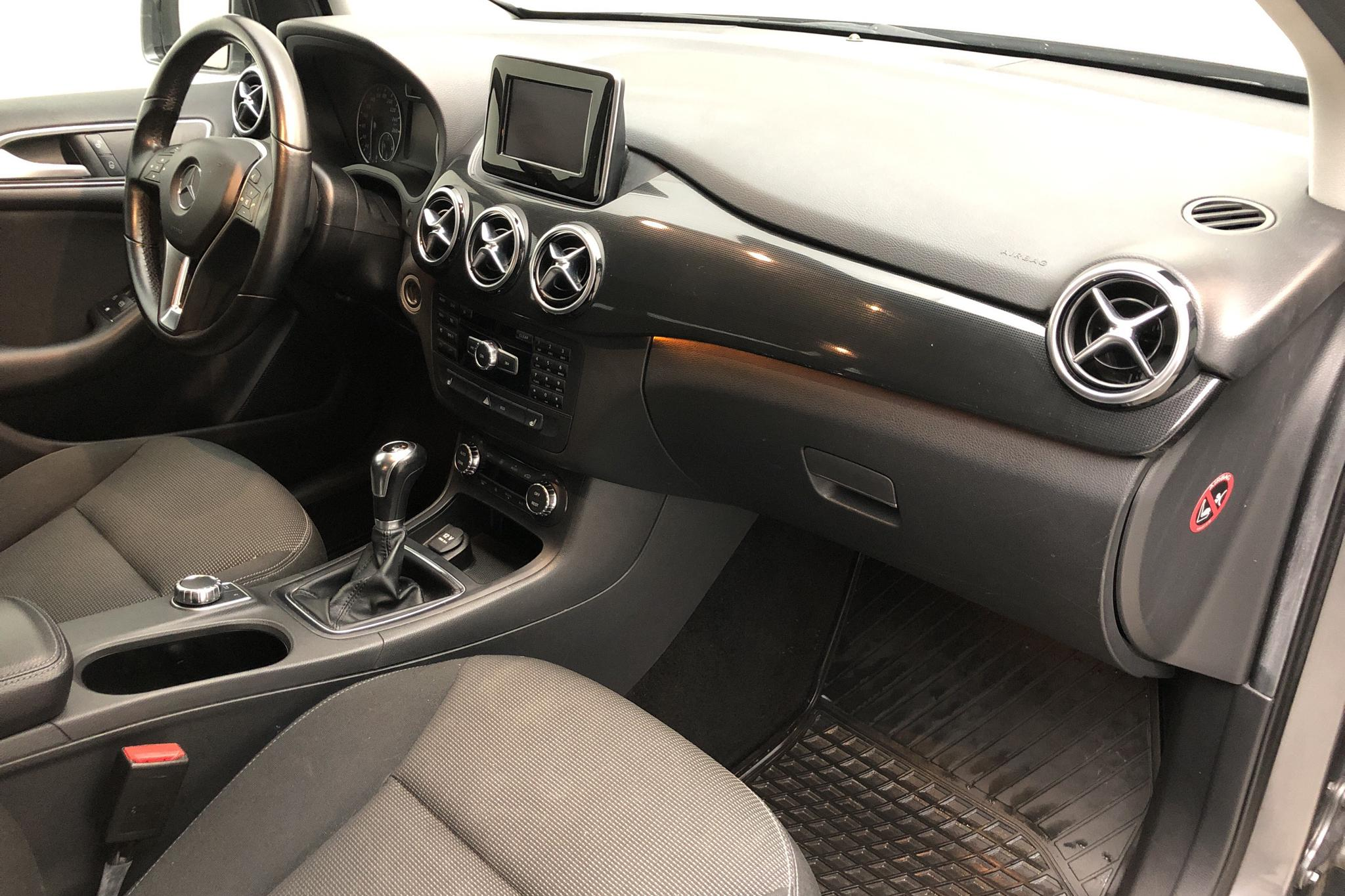 Mercedes B 180 CDI W246 (109hk) - 117 170 km - Manual - Dark Grey - 2012