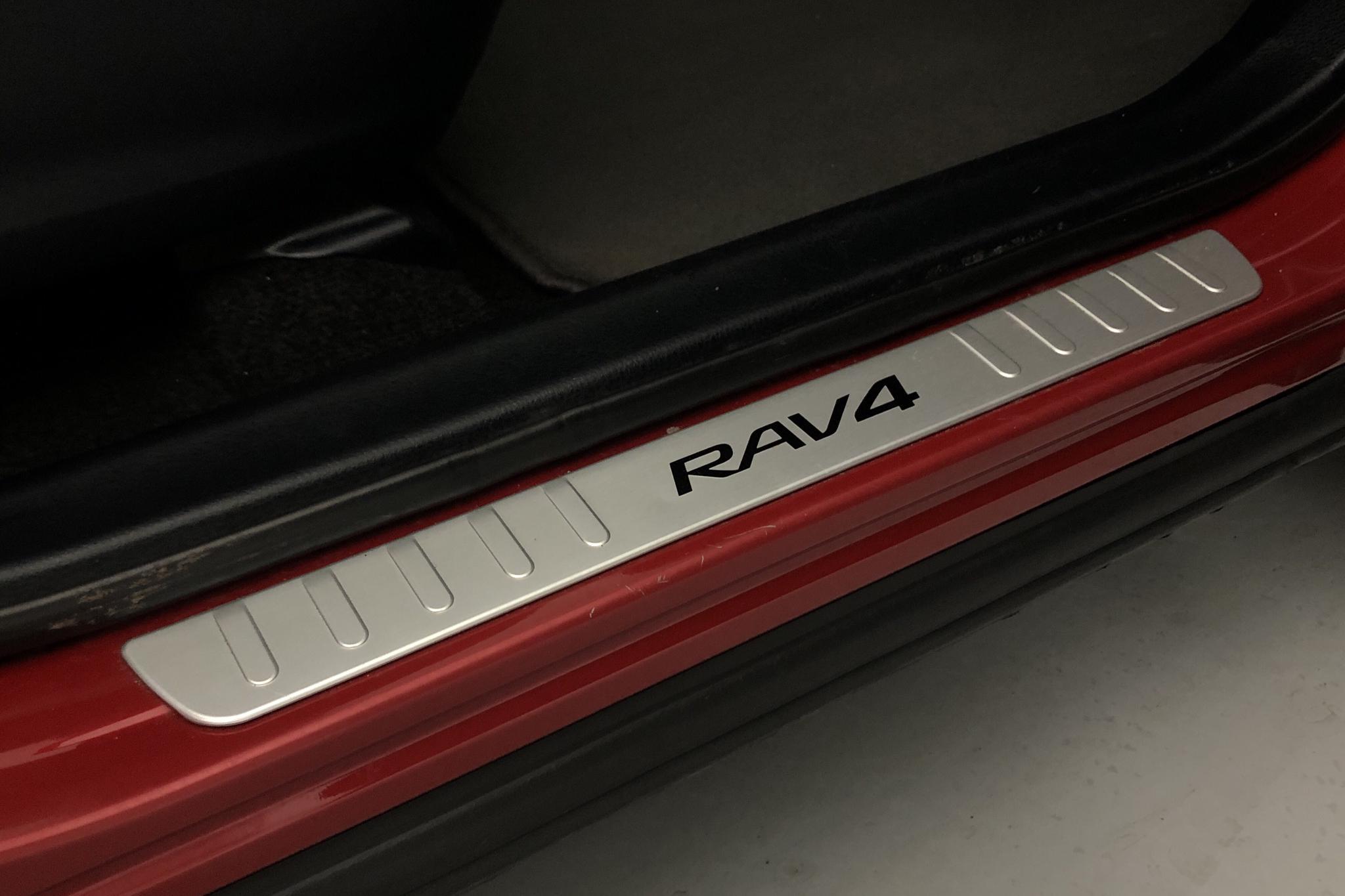 Toyota RAV4 2.0 VVT-i (151hk) - 174 070 km - Manual - Dark Red - 2014