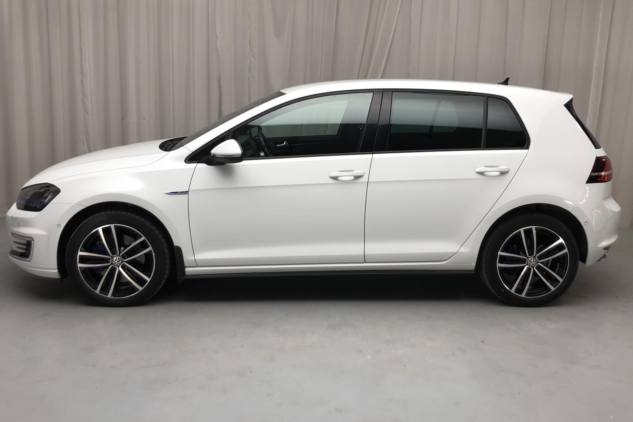 VW Golf VII 1.4 Plug-in-Hybrid 5dr (204hk) - 8 554 mil - Automat - vit - 2016