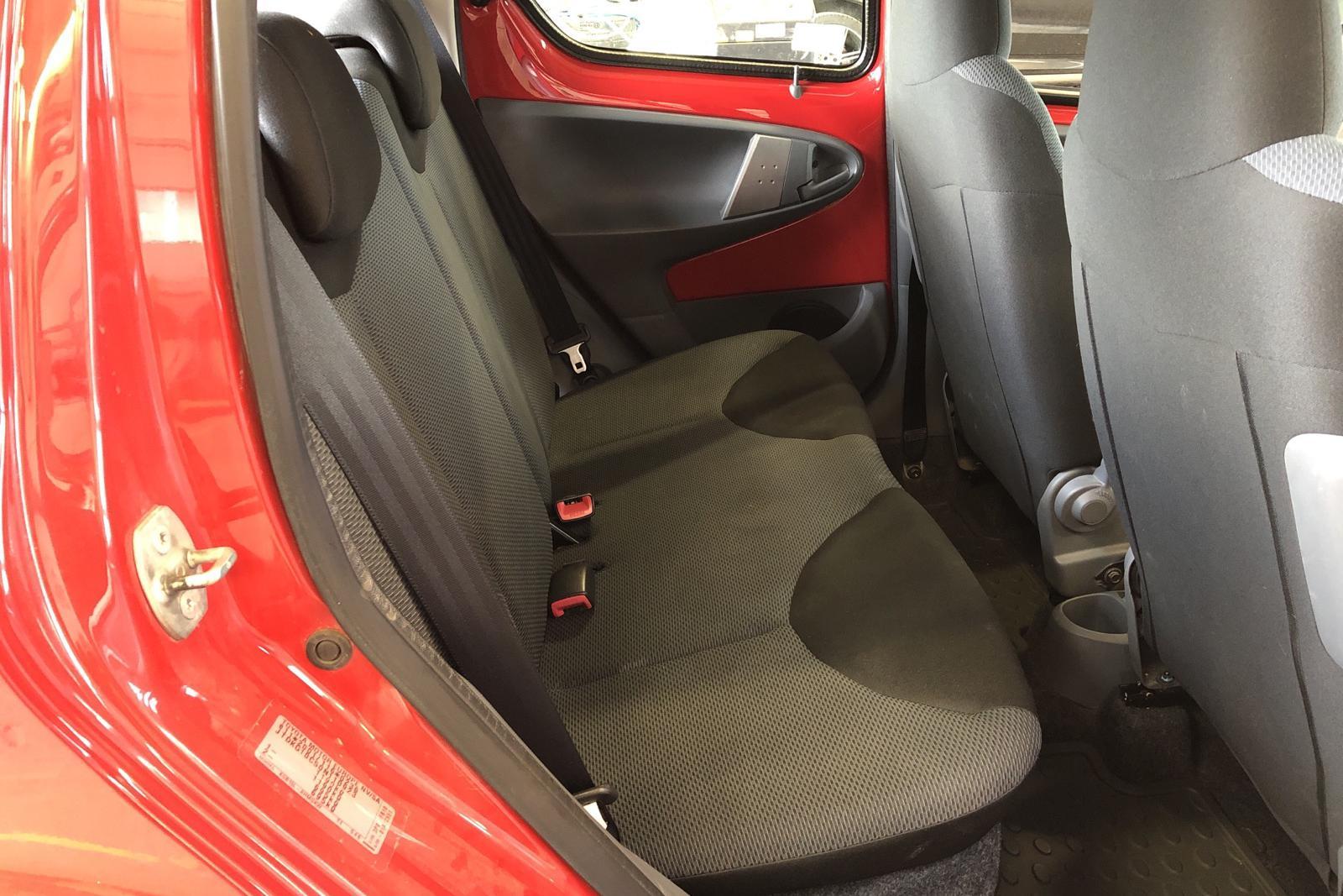 Toyota Aygo 1.0 VVT-i 5dr (68hk) - 102 150 km - Manual - red - 2007