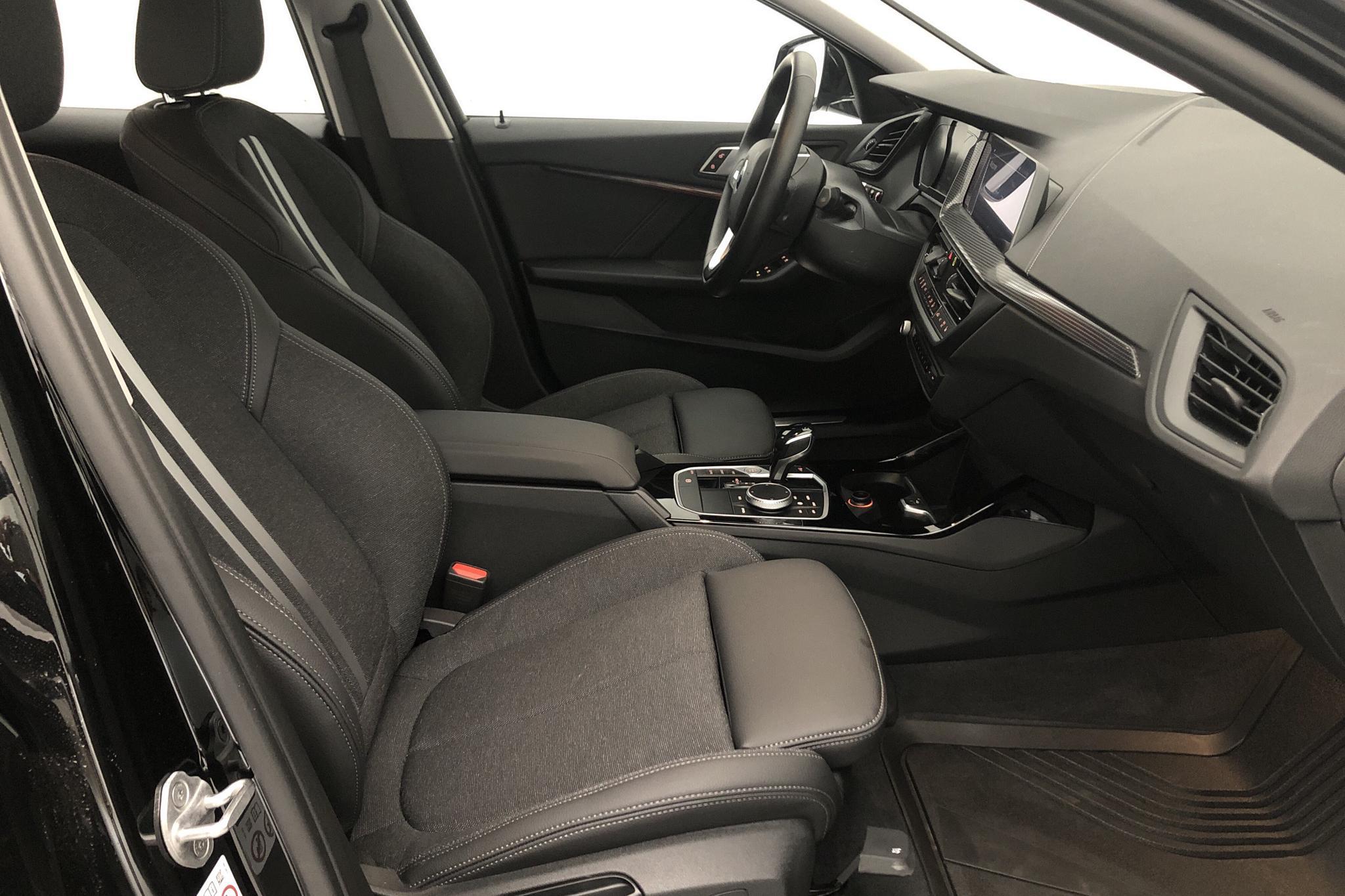 BMW 118i 5dr, F40 (140hk) - 9 440 km - Automatic - black - 2021
