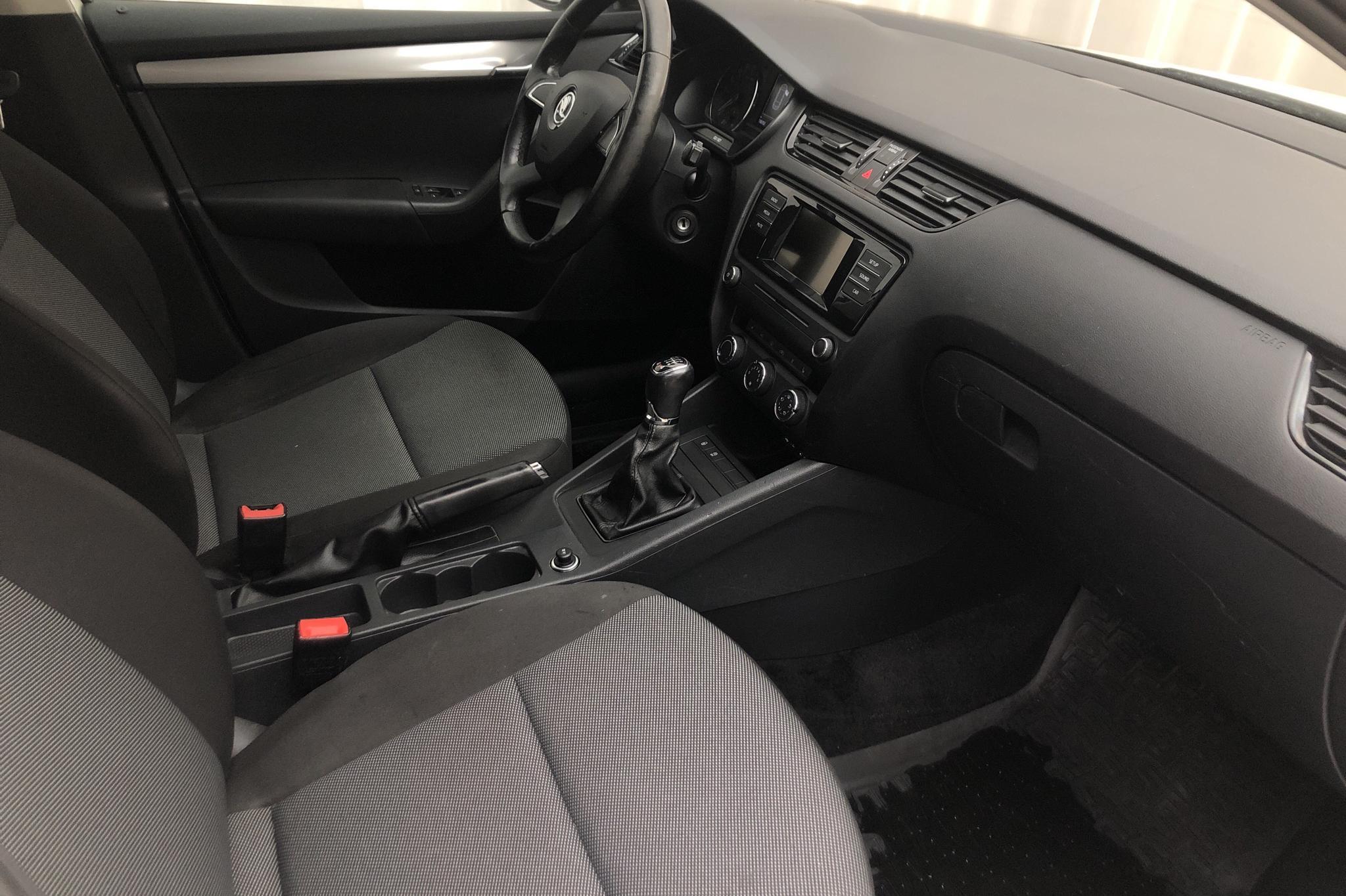 Skoda Octavia III 1.6 TDI CR Combi 4X4 (105hk) - 136 350 km - Manual - white - 2015