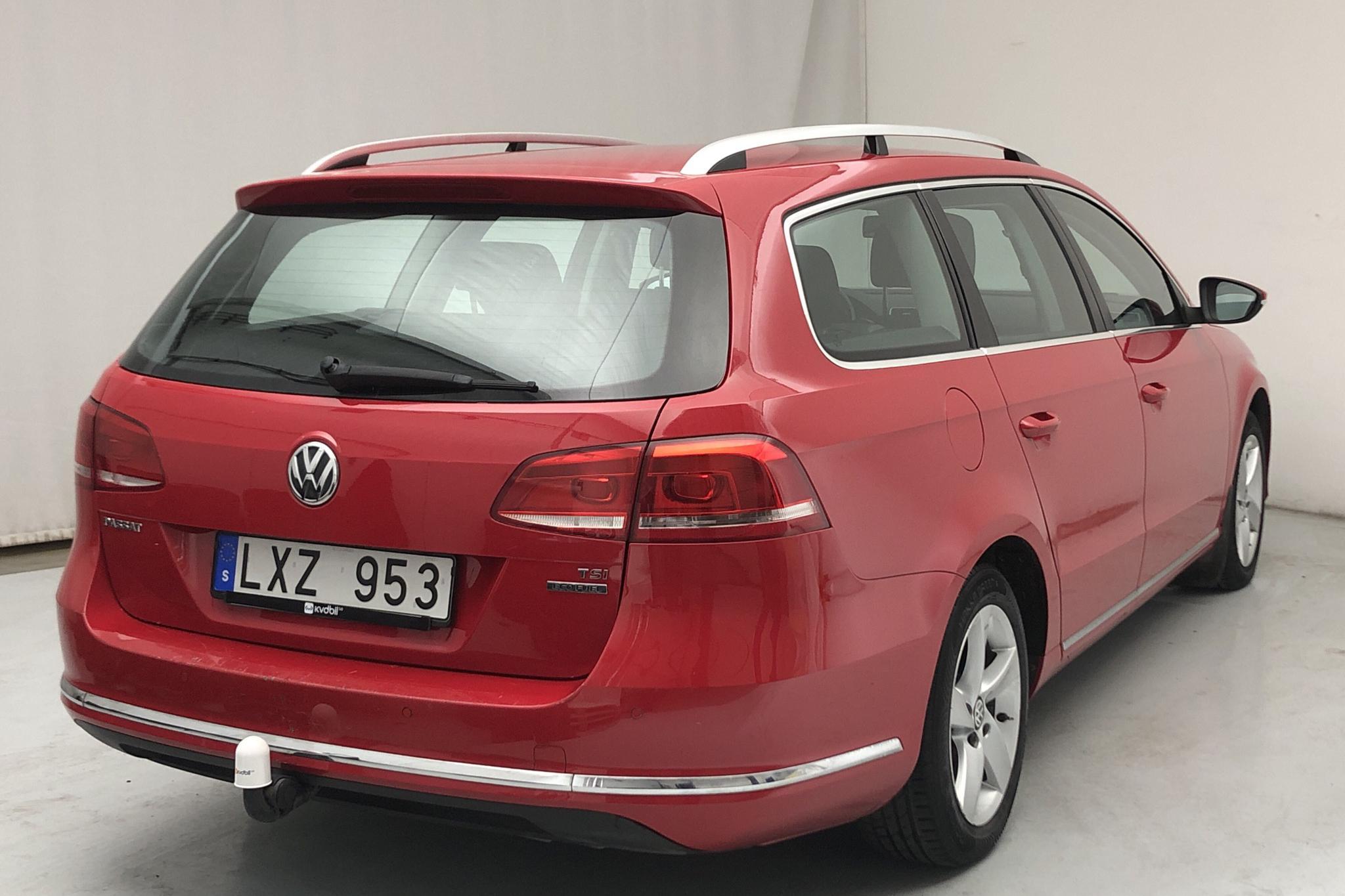 VW Passat 1.4 TSI EcoFuel Variant (150hk) - 8 322 mil - Manuell - röd - 2012