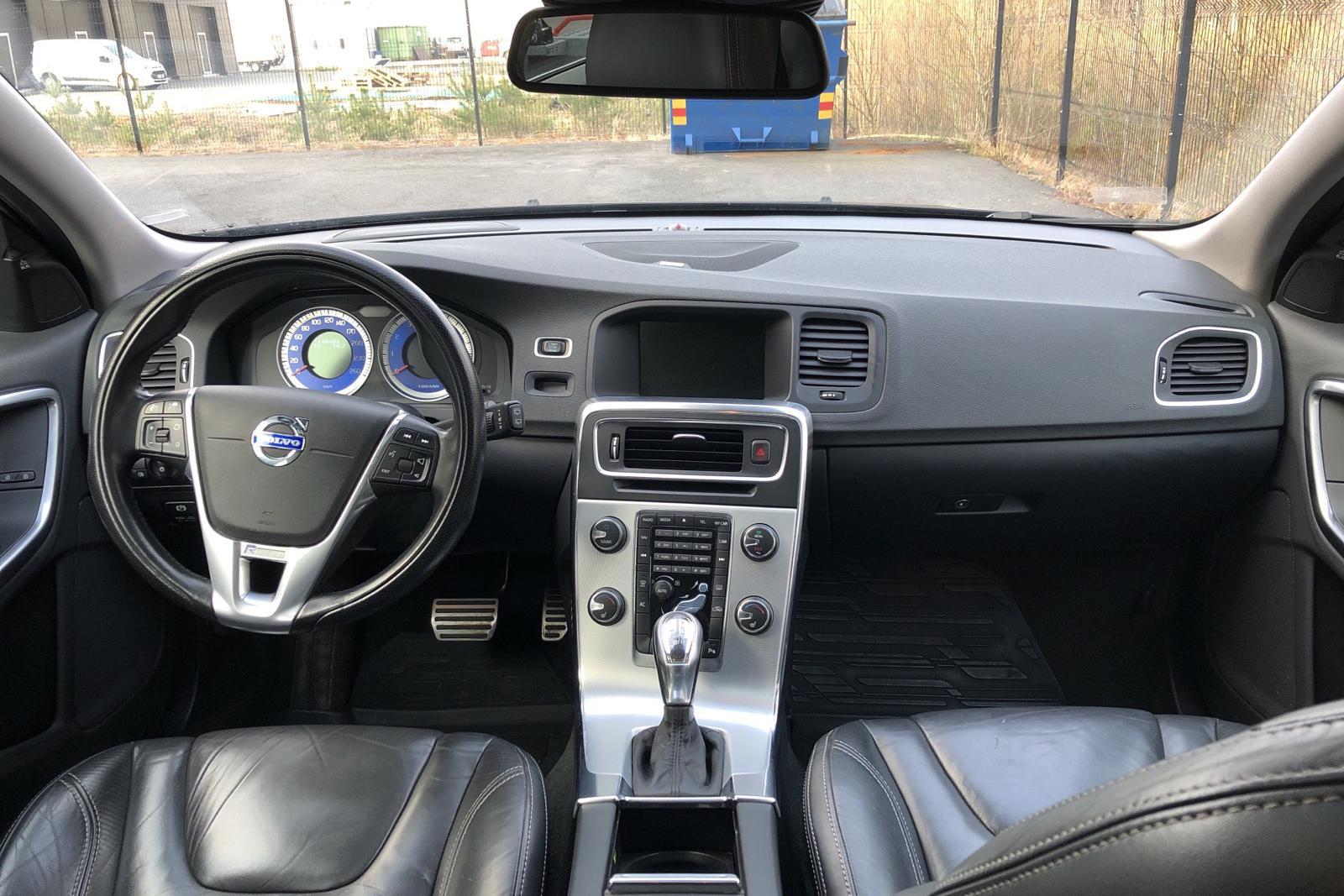 Volvo V60 T6 AWD (329hk) - 148 400 km - Automatic - black - 2013