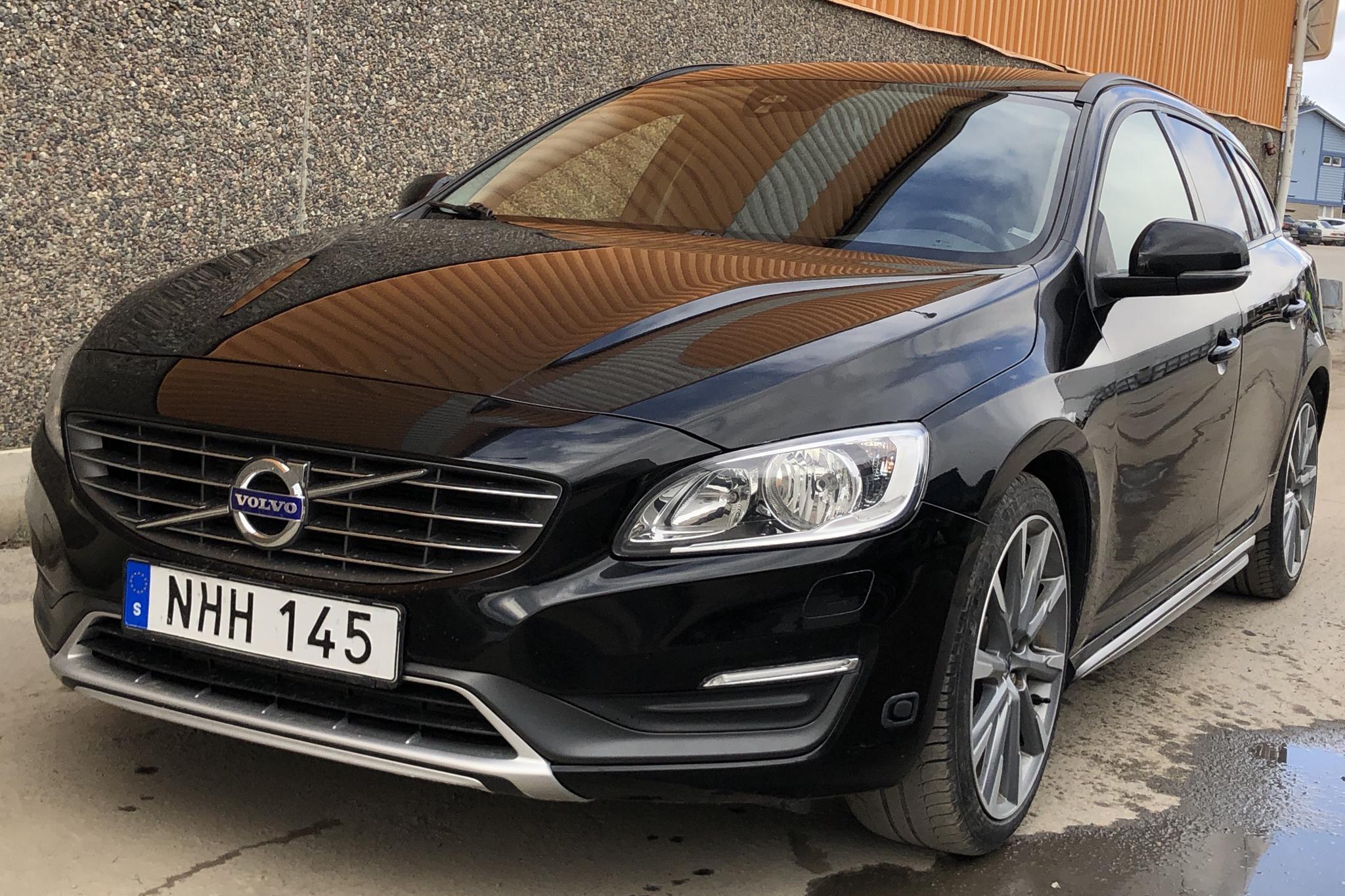 Volvo V60 T4F (180hk) - 16 775 mil - Automat - svart - 2014