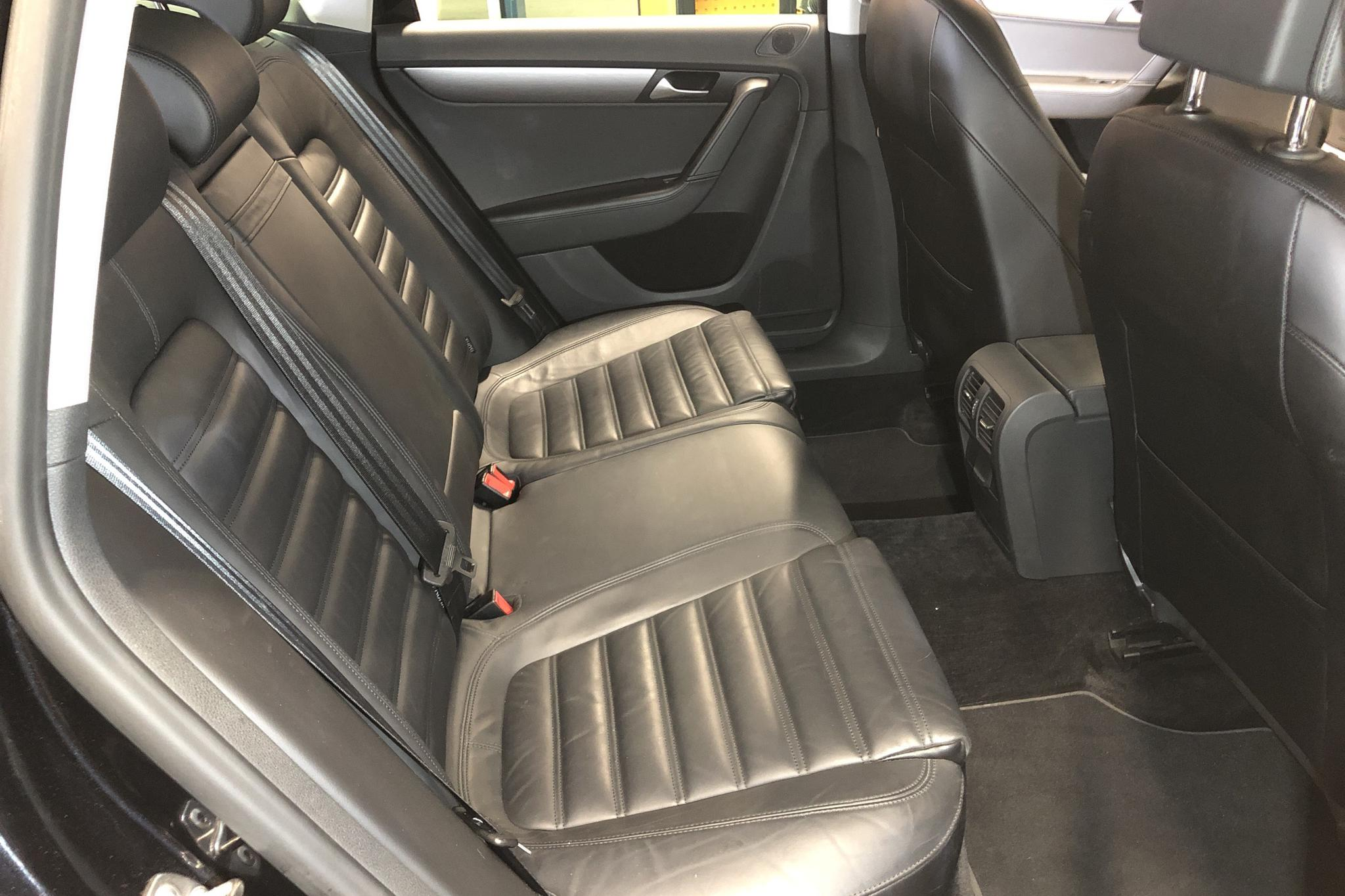 VW Passat 2.0 TDI BlueMotion Technology Variant 4Motion (177hk) - 13 823 mil - Automat - svart - 2013