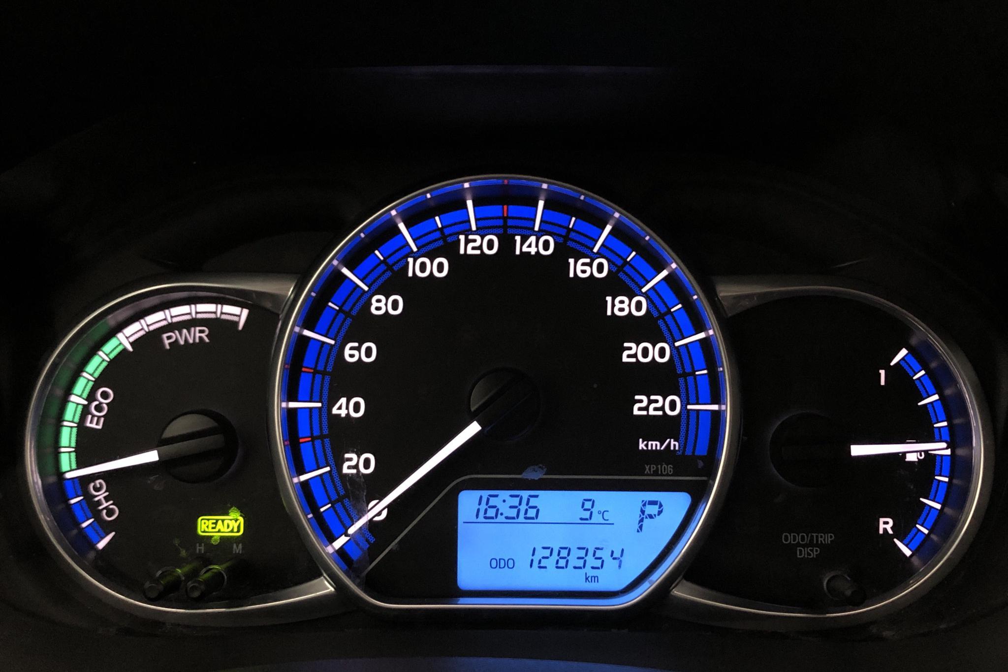 Toyota Yaris 1.5 HSD 5dr (75hk) - 128 350 km - Automatic - white - 2015