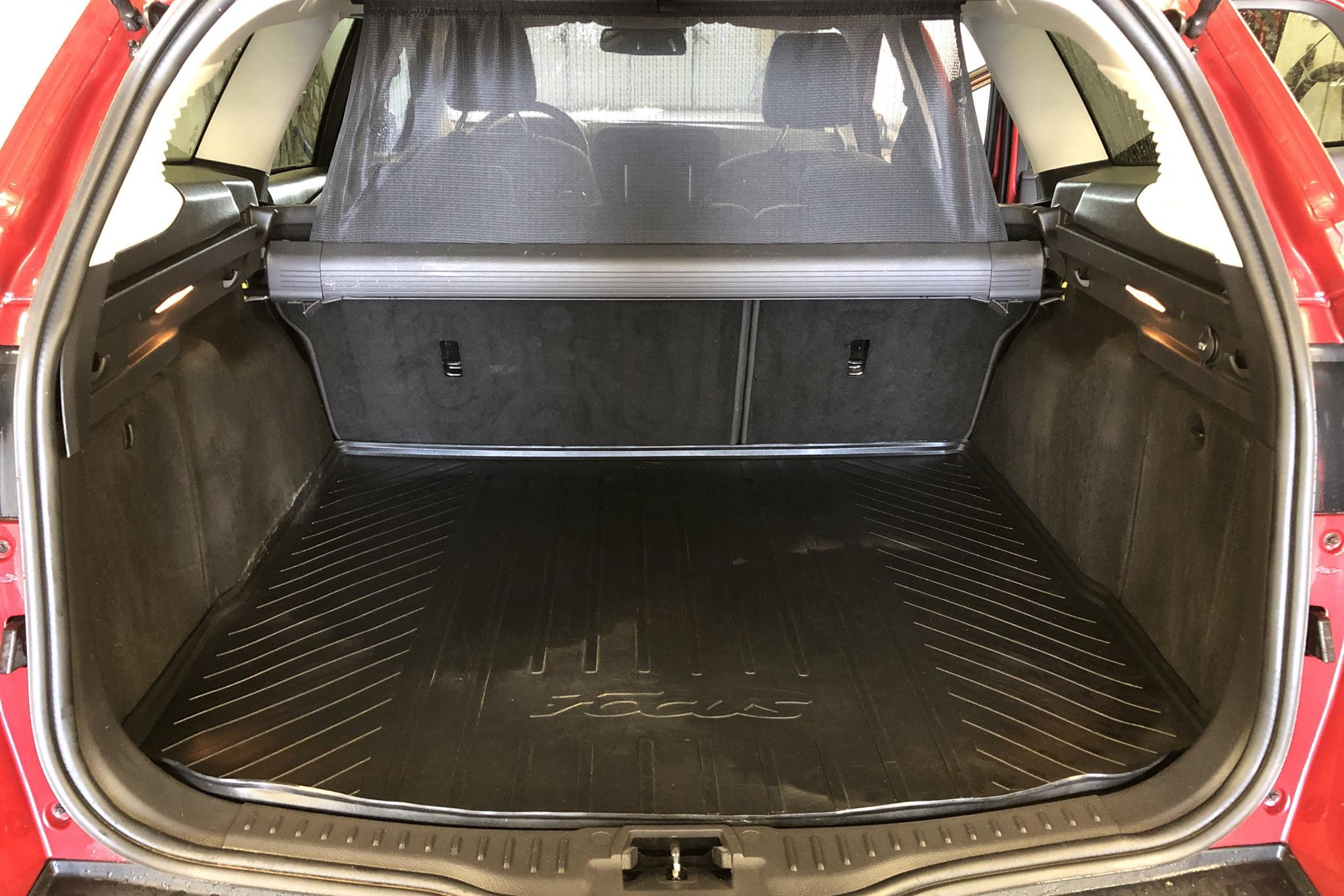 Ford Focus 1.6 TDCi Kombi (115hk) - 178 500 km - Manual - red - 2012