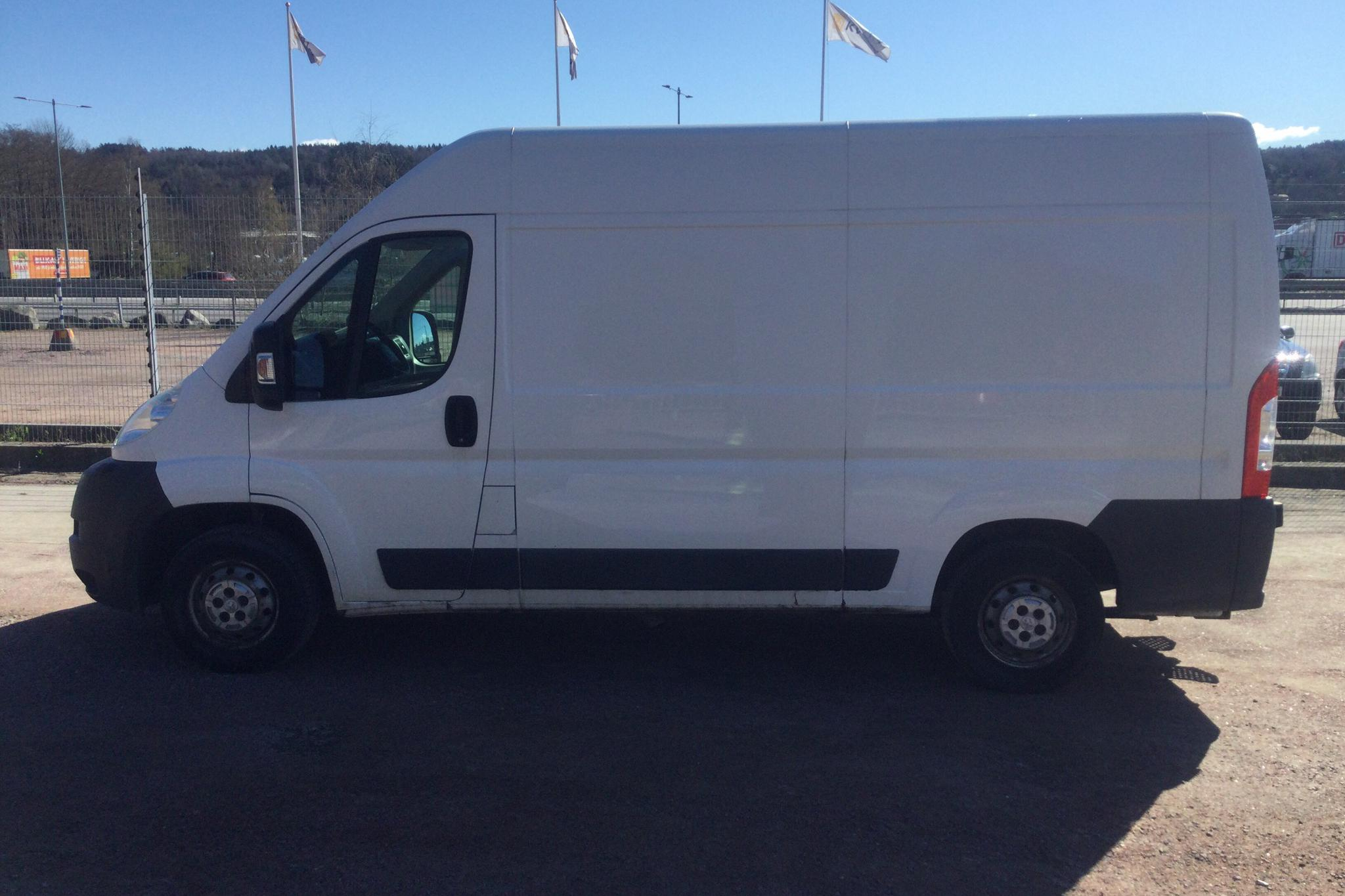 Peugeot Boxer 2.2 HDI Skåp (130hk) - 16 934 mil - Manuell - vit - 2013