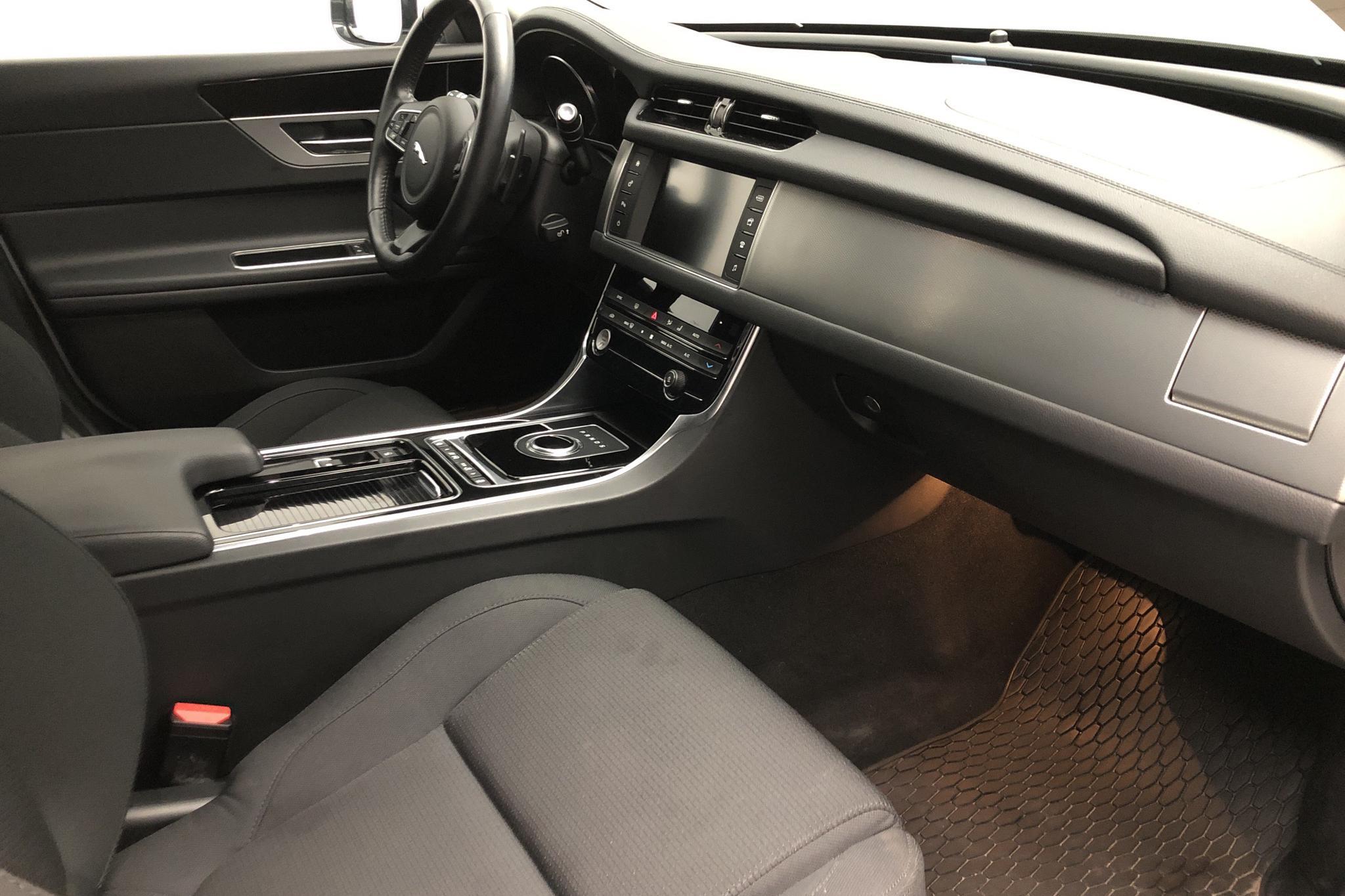 Jaguar XF 2.0D Sportbrake RWD (180hk) - 29 380 km - Automatic - white - 2018