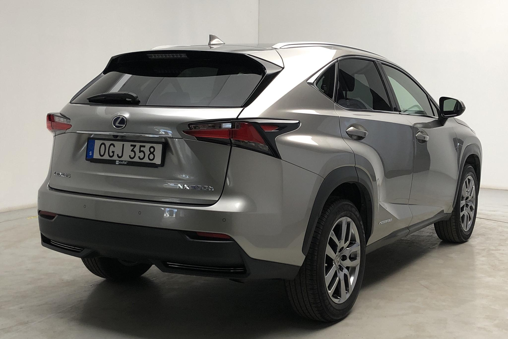 Lexus NX 300h AWD (181hk) - 6 162 mil - Automat - Light Grey - 2016