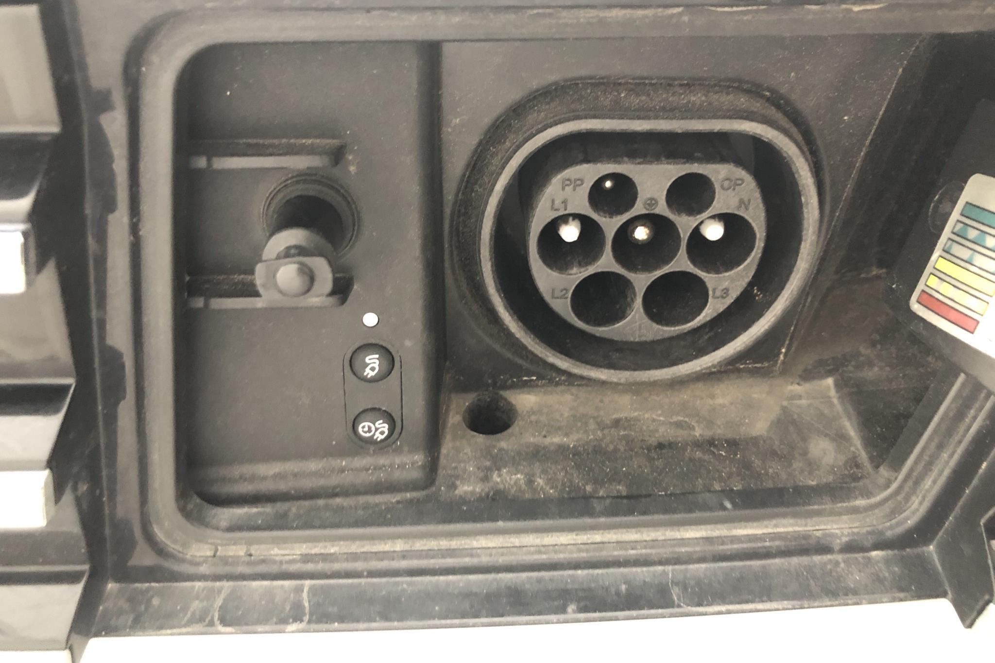 VW Passat 1.4 Plug-in-Hybrid Sportscombi (218hk) - 6 181 mil - Automat - vit - 2018