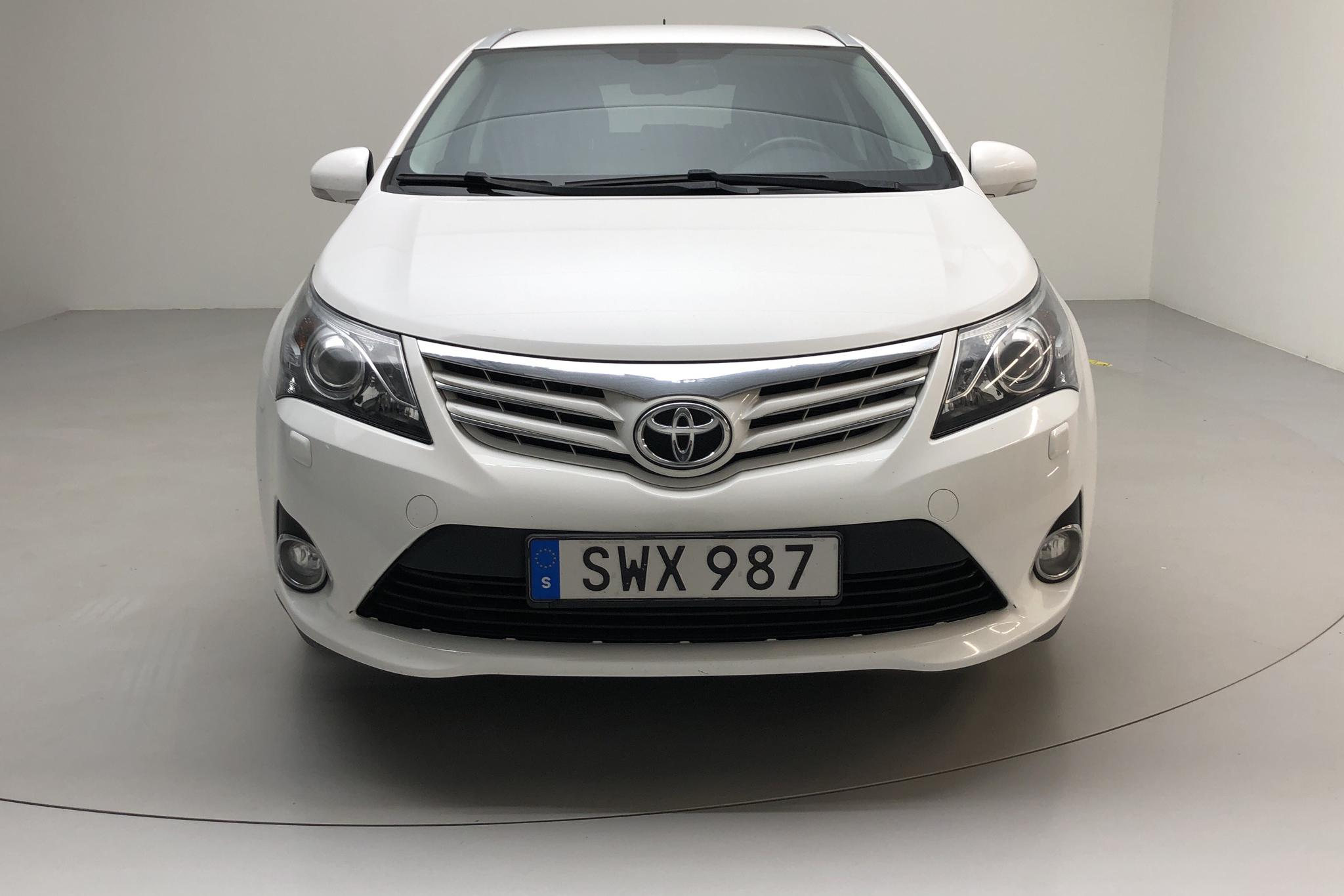 Toyota Avensis 2.0 Kombi (152hk) - 18 186 mil - Manuell - vit - 2014