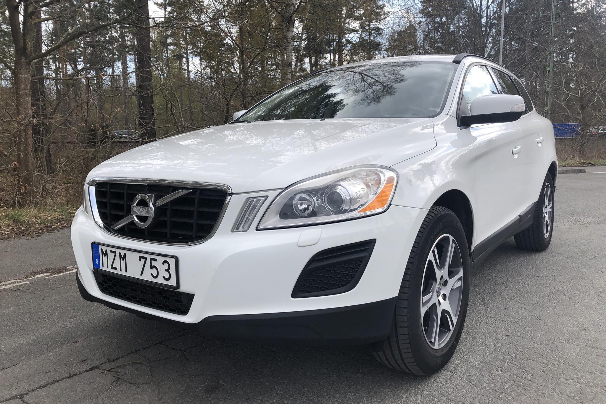 Volvo XC60 D4 AWD (163hk) - 20 498 mil - Manuell - vit - 2013
