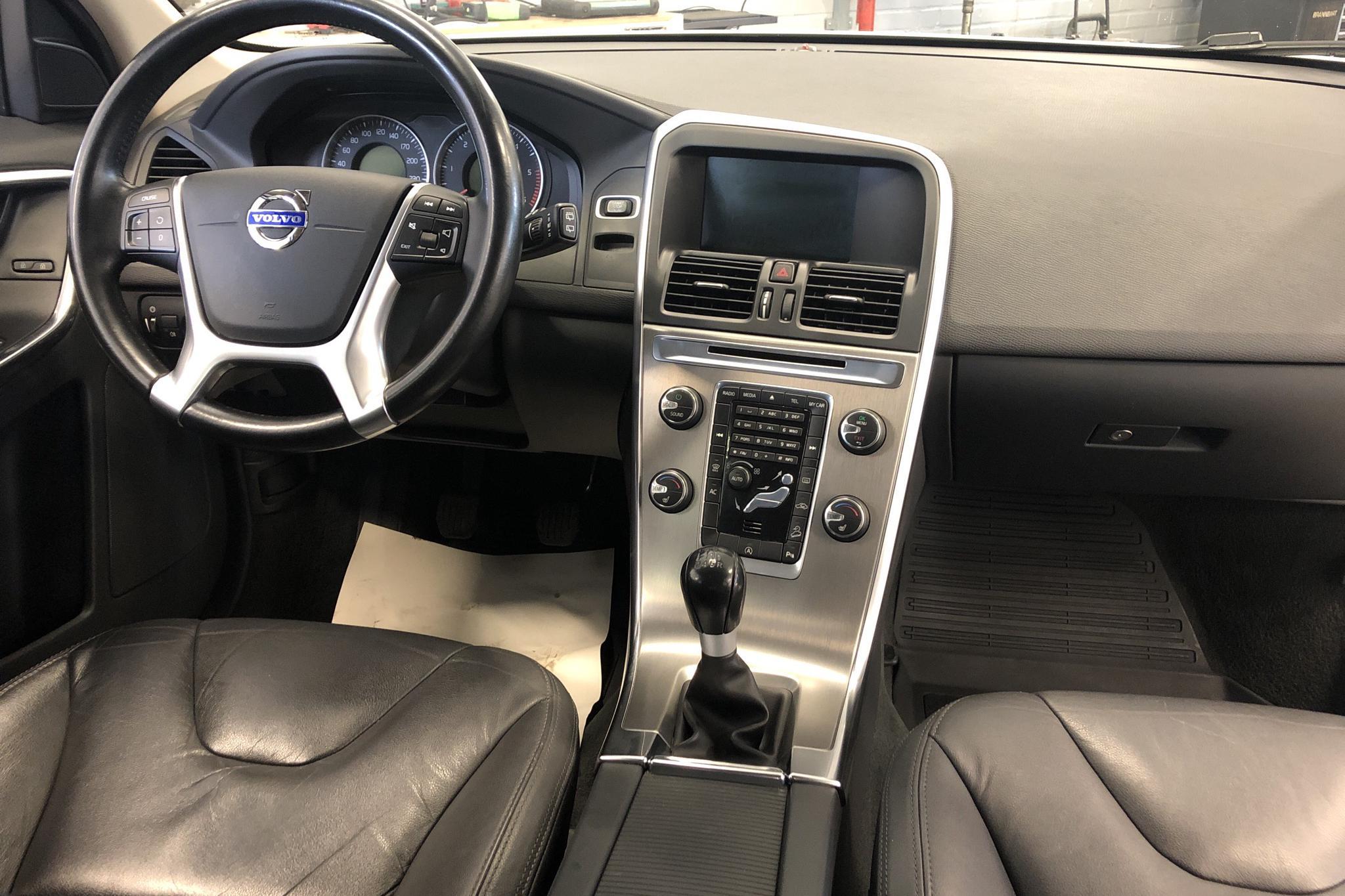 Volvo XC60 D4 AWD (163hk) - 204 980 km - Manual - white - 2013
