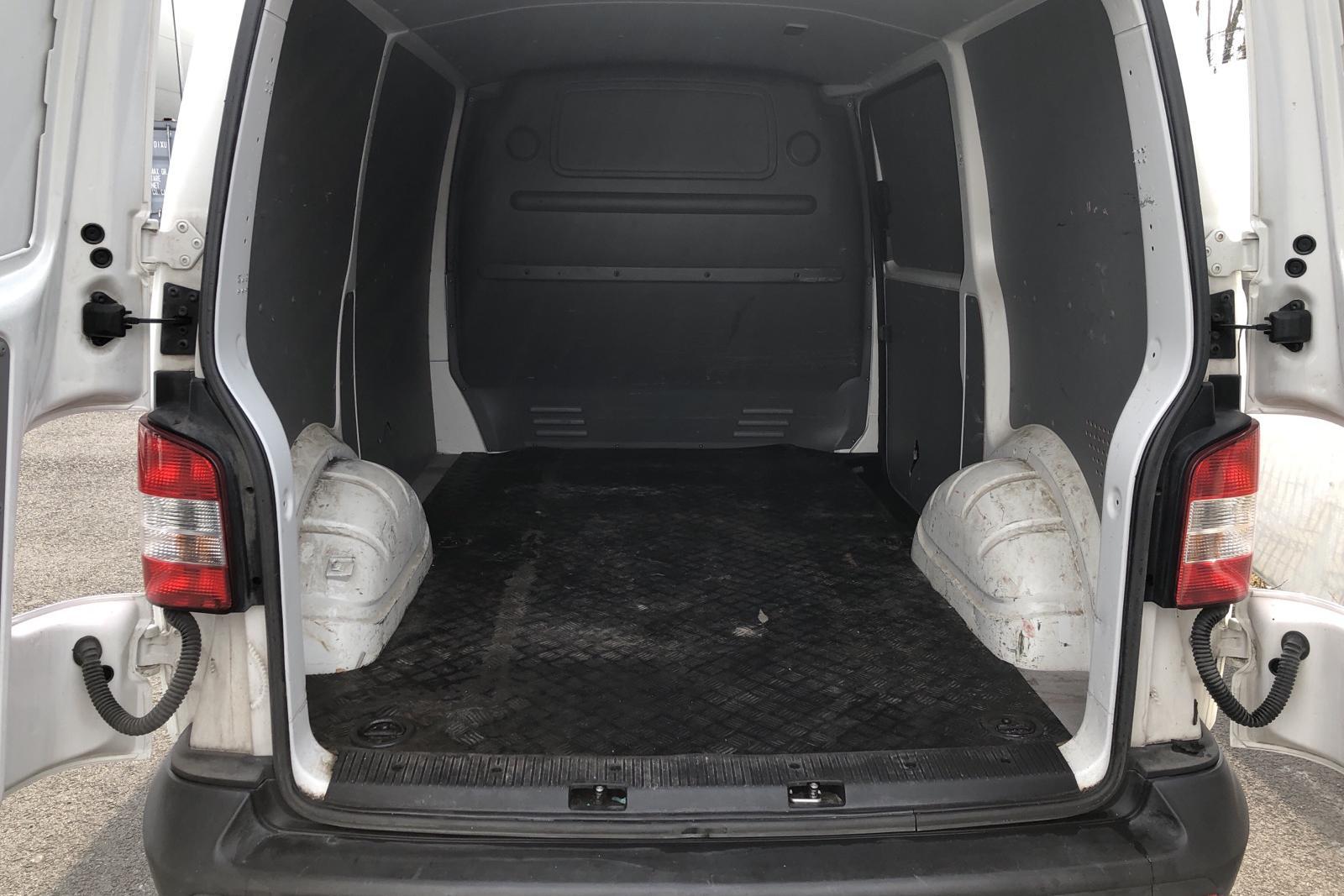 VW Transporter T5 2.0 TDI (140hk) - 259 690 km - Manual - white - 2014