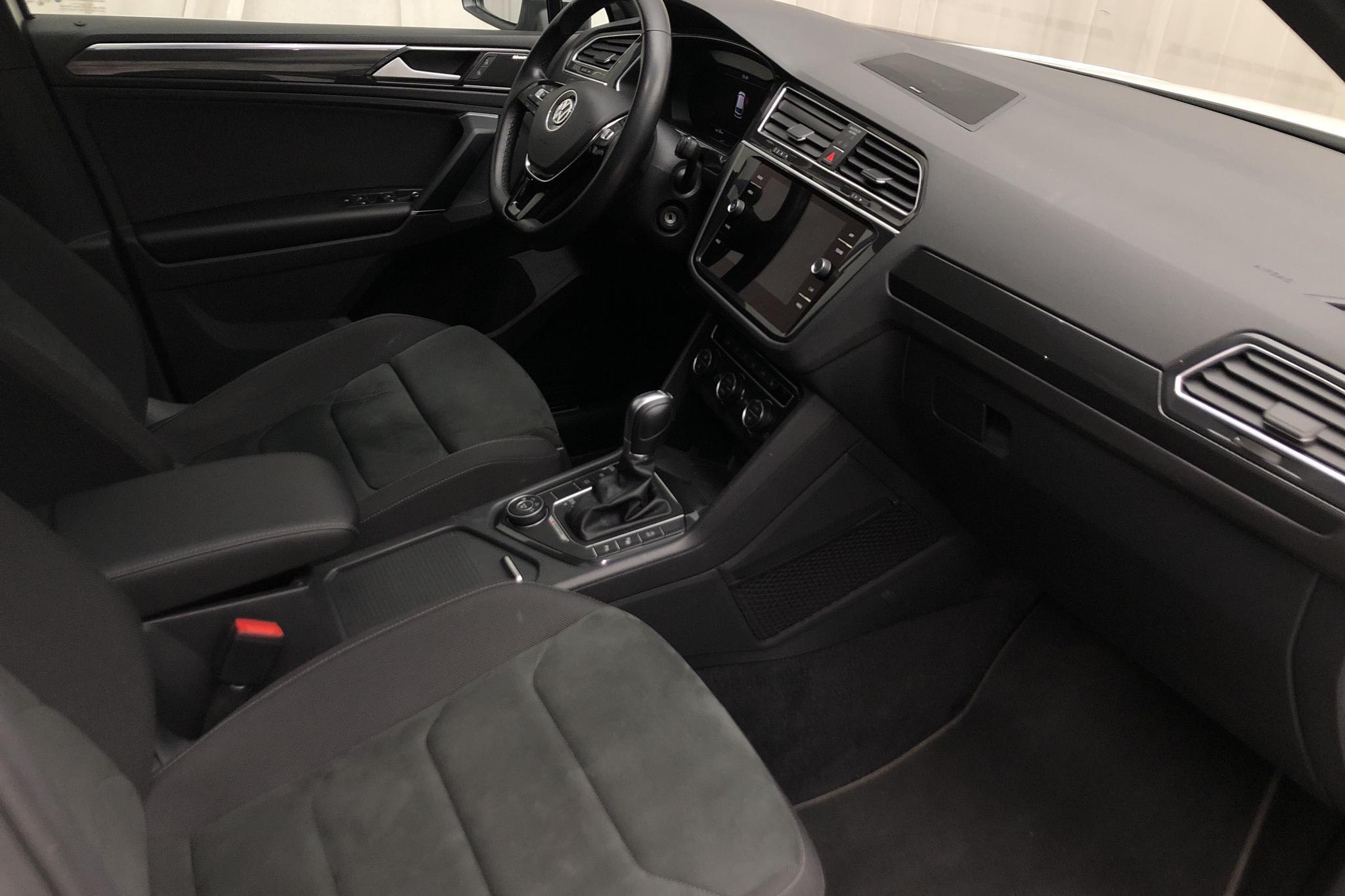 VW Tiguan 2.0 TDI 4MOTION (190hk) - 8 997 mil - Automat - vit - 2018