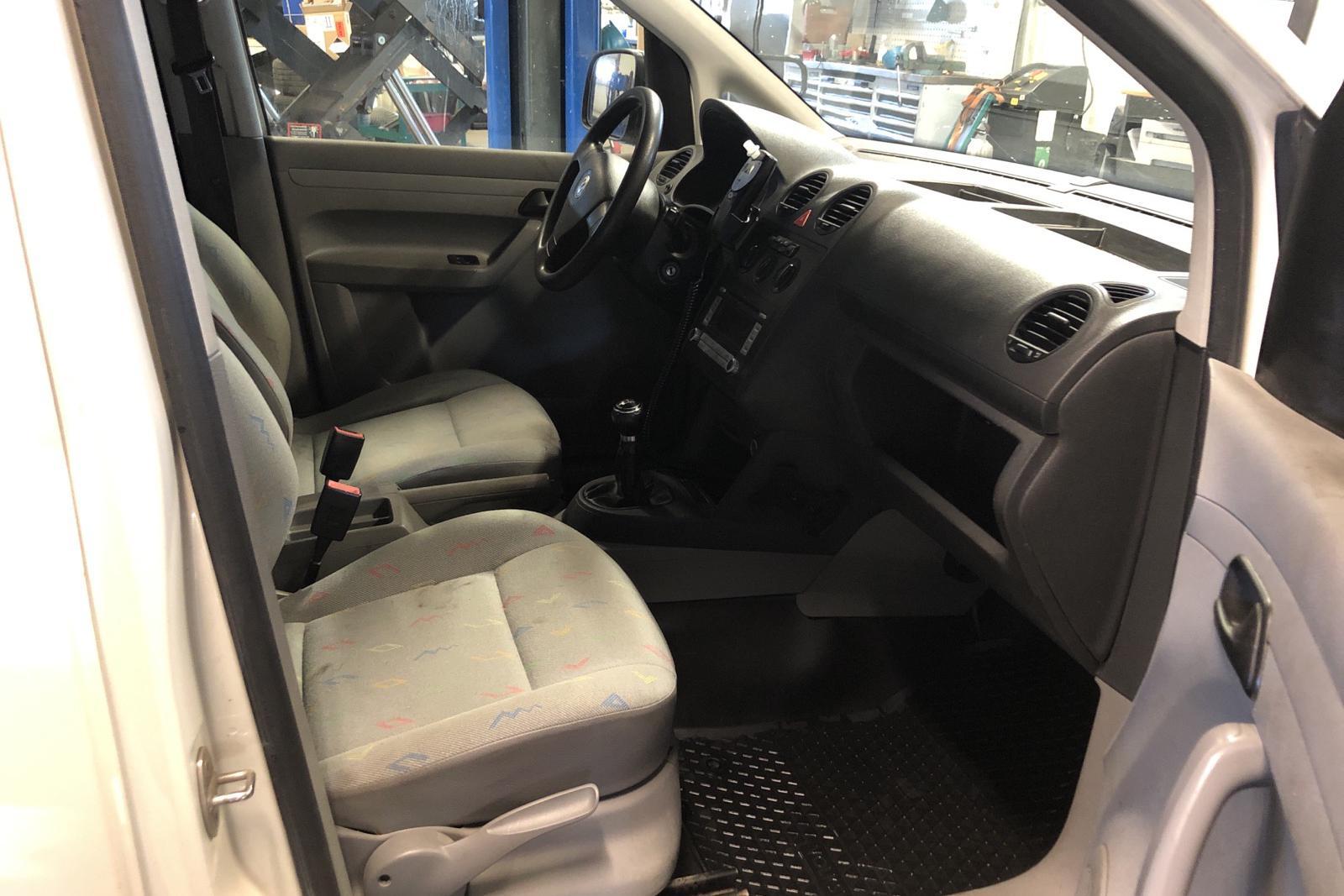 VW Caddy 1.9 TDI Skåp 4motion (105hk) - 191 660 km - Manual - white - 2009