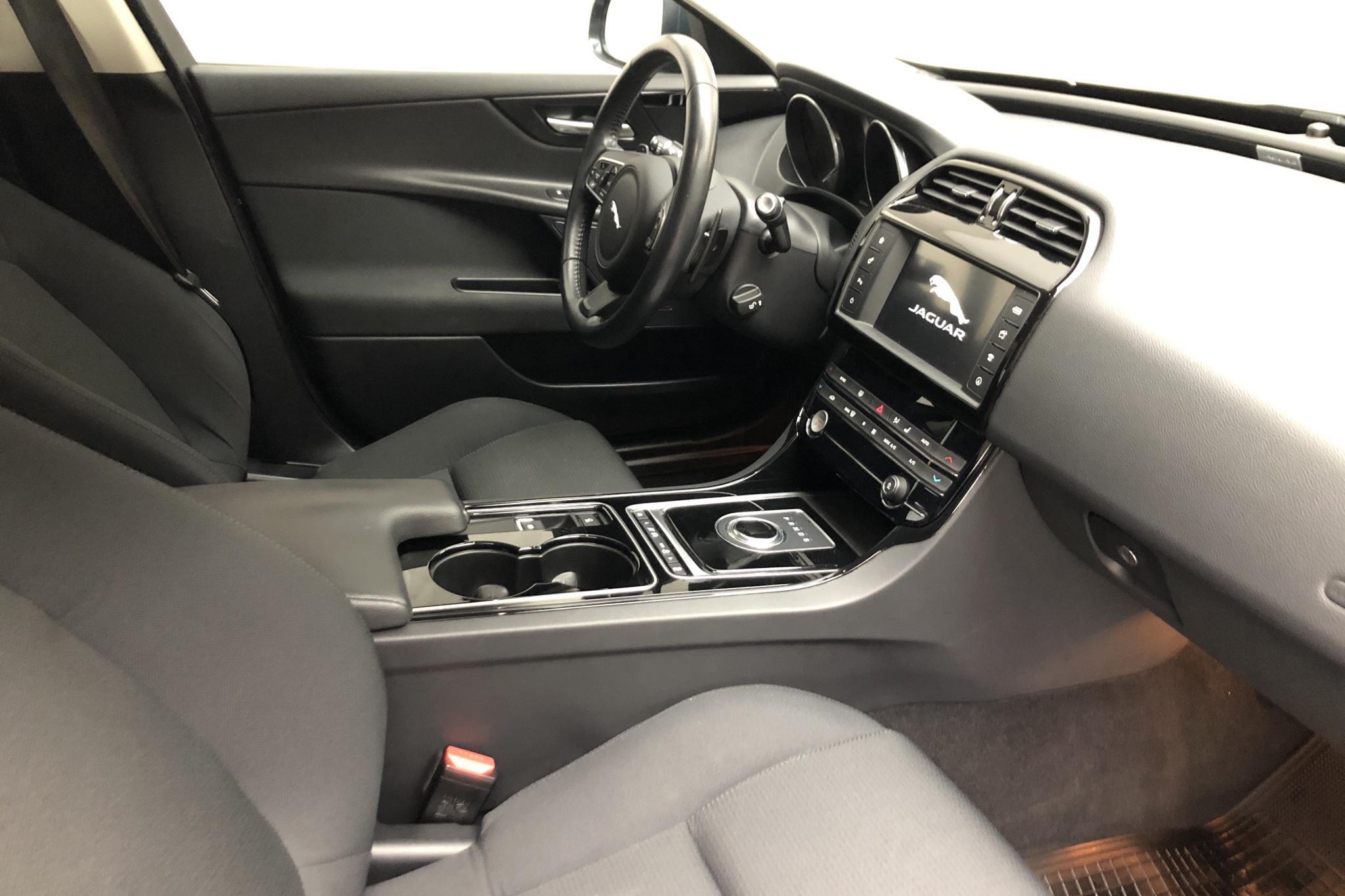 Jaguar XE 2.0D (180hk) - 58 930 km - Automatic - green - 2017
