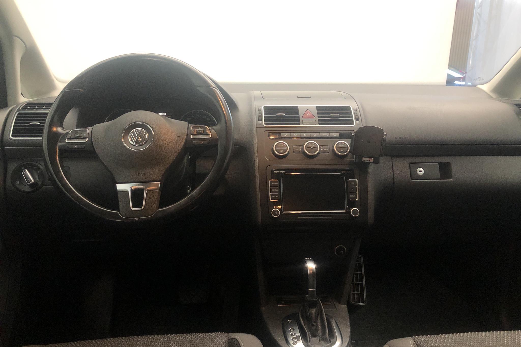 VW Touran 1.4 TGI EcoFuel (150hk) - 5 618 mil - Automat - vit - 2014