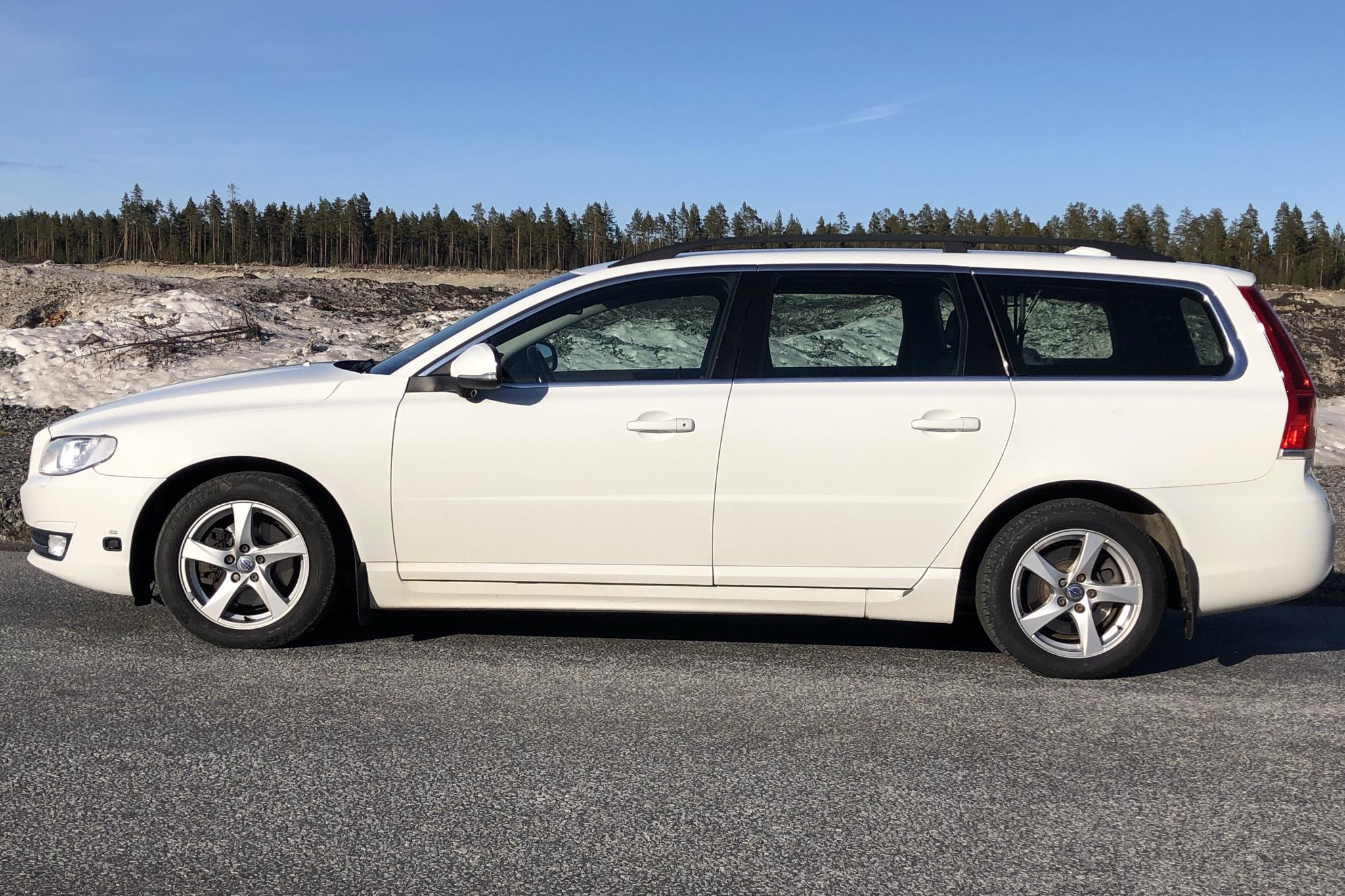 Volvo V70 II D4 (181hk) - 241 700 km - Manual - white - 2015
