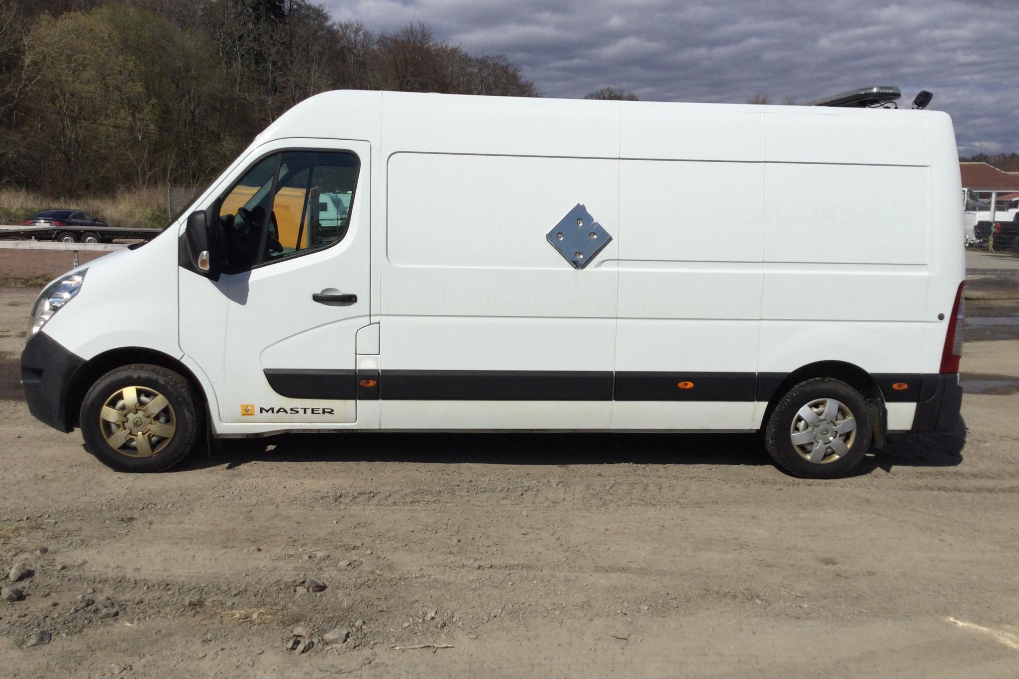 Renault Master 2.3 dCi FAP 2WD (165hk) - 14 668 mil - Manuell - vit - 2015