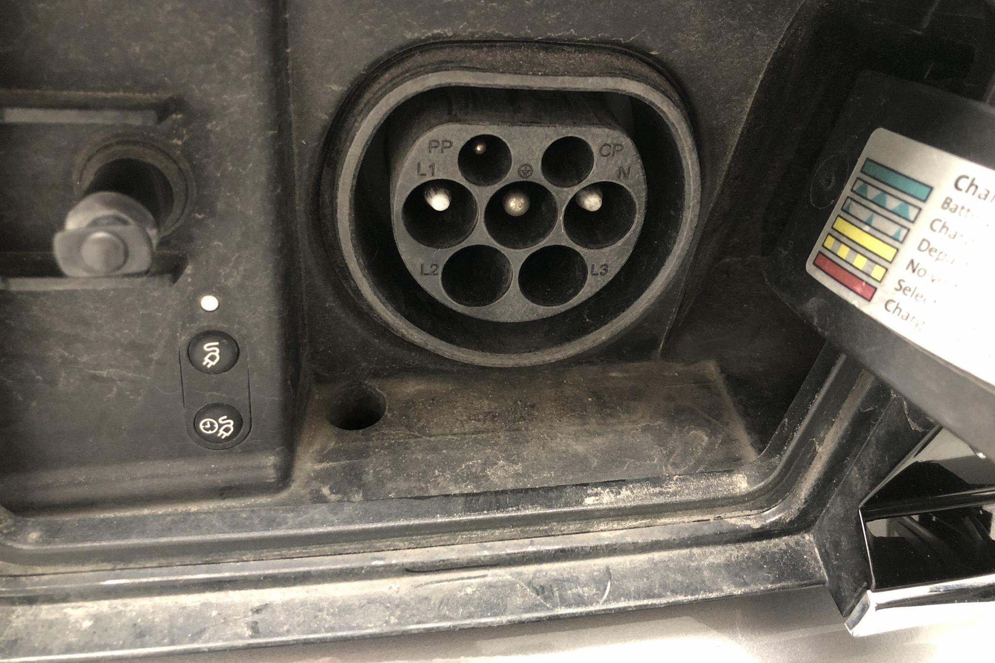 VW Passat 1.4 Plug-in-Hybrid Sportscombi (218hk) - 6 465 mil - Automat - silver - 2018