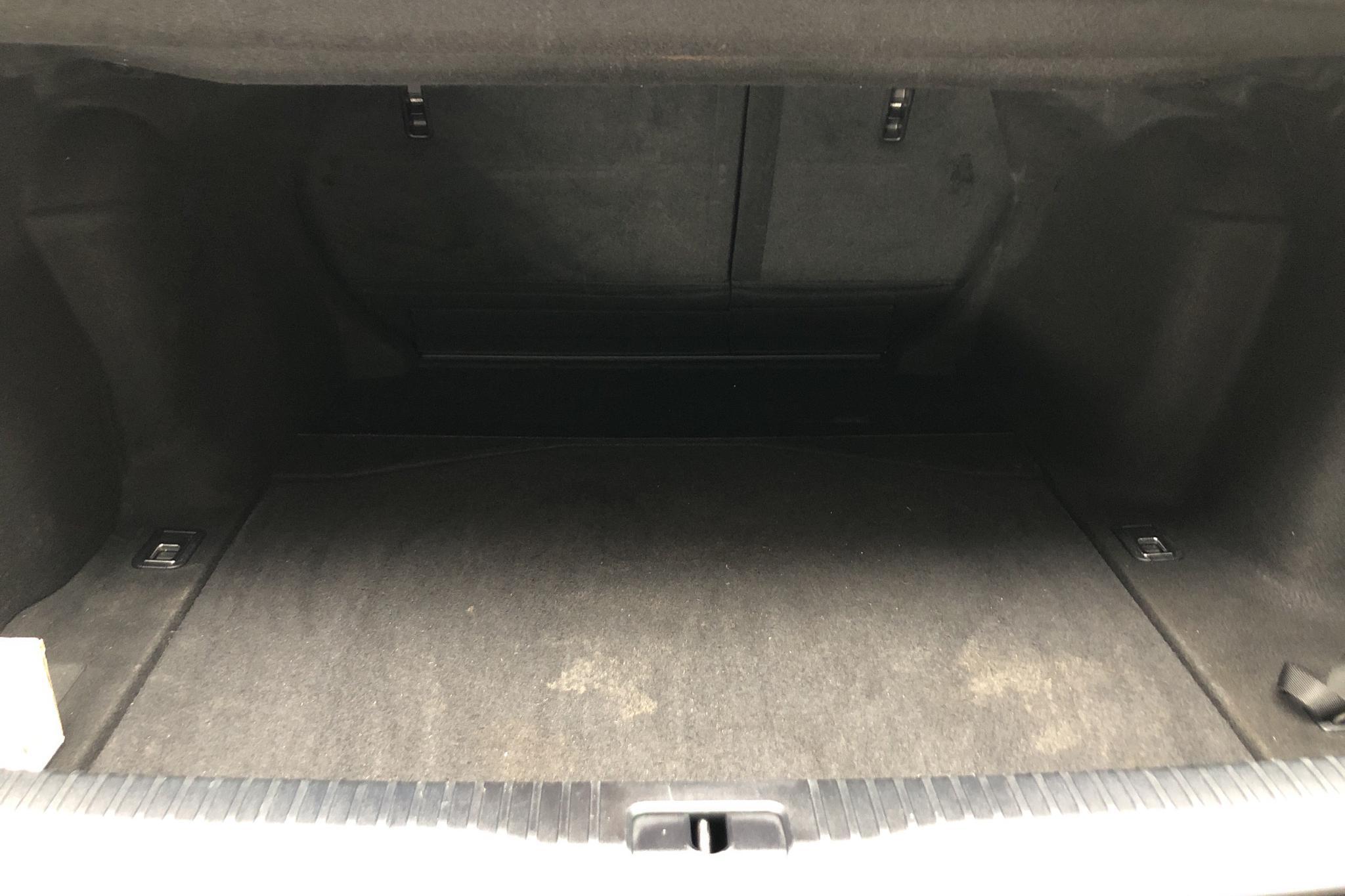 Lexus IS 300h (181hk) - 10 936 mil - Automat - svart - 2016